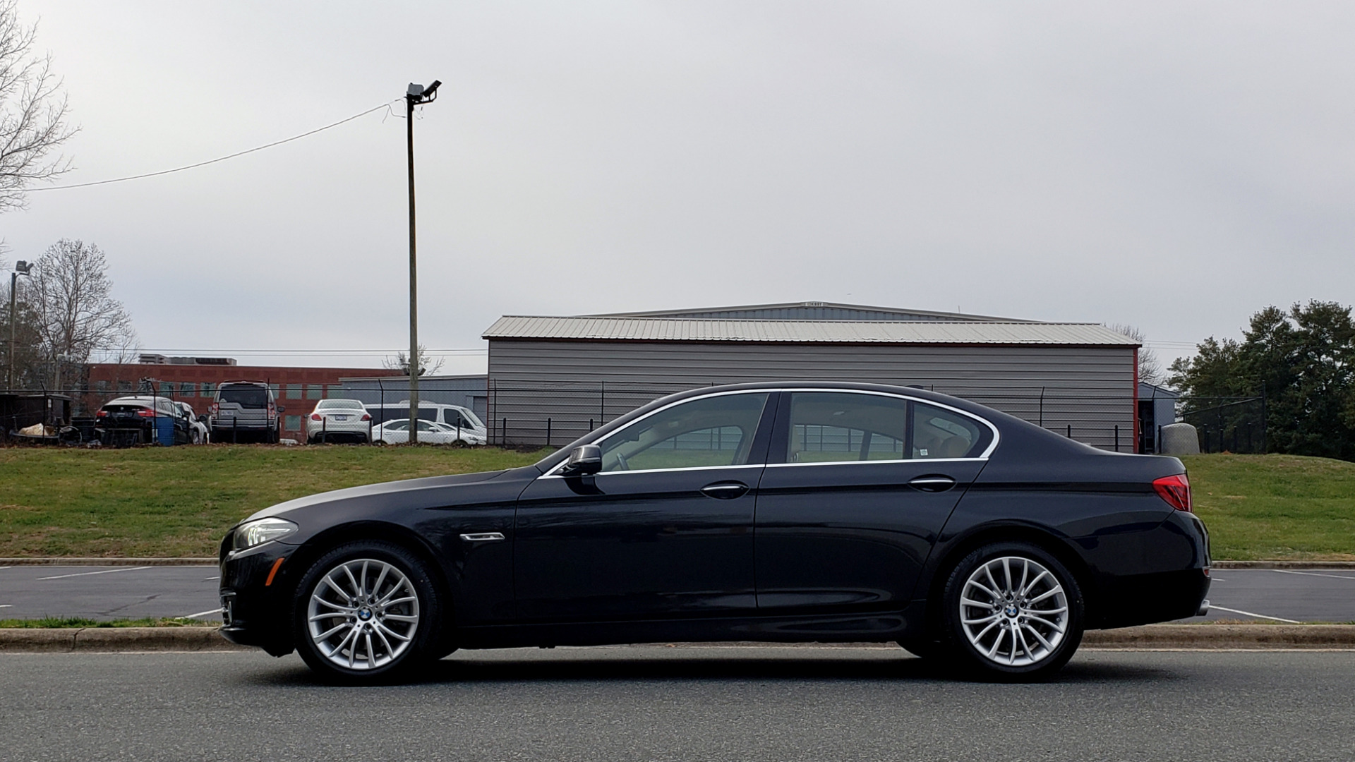 Used 2016 BMW 5 SERIES 528i XDRIVE / PREM PKG / DRVR ASST PLUS / LUXURY / COLD WTHR for sale Sold at Formula Imports in Charlotte NC 28227 2