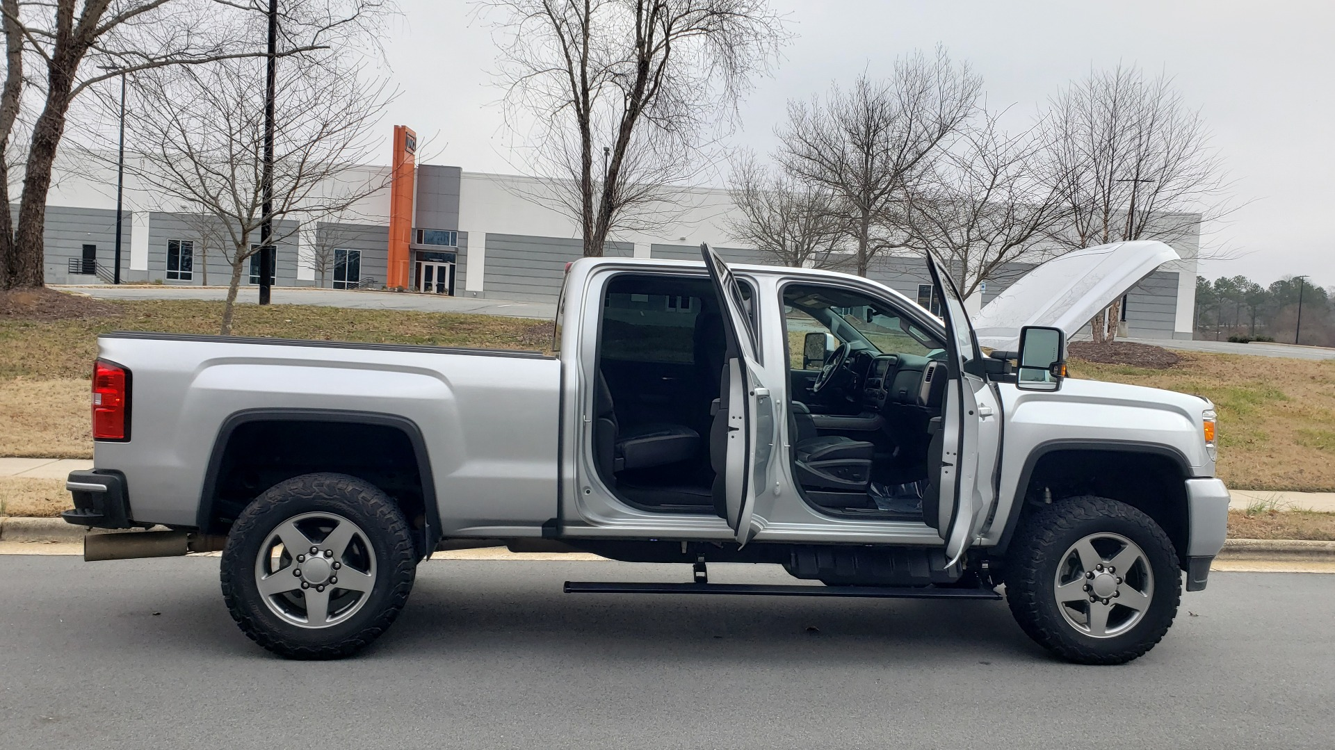 Used 2018 GMC SIERRA 2500HD DENALI 4X4 CREWCAB / 6.6L DURAMAX PLUS / NAV / SUNROOF / REARVIEW for sale $61,999 at Formula Imports in Charlotte NC 28227 14