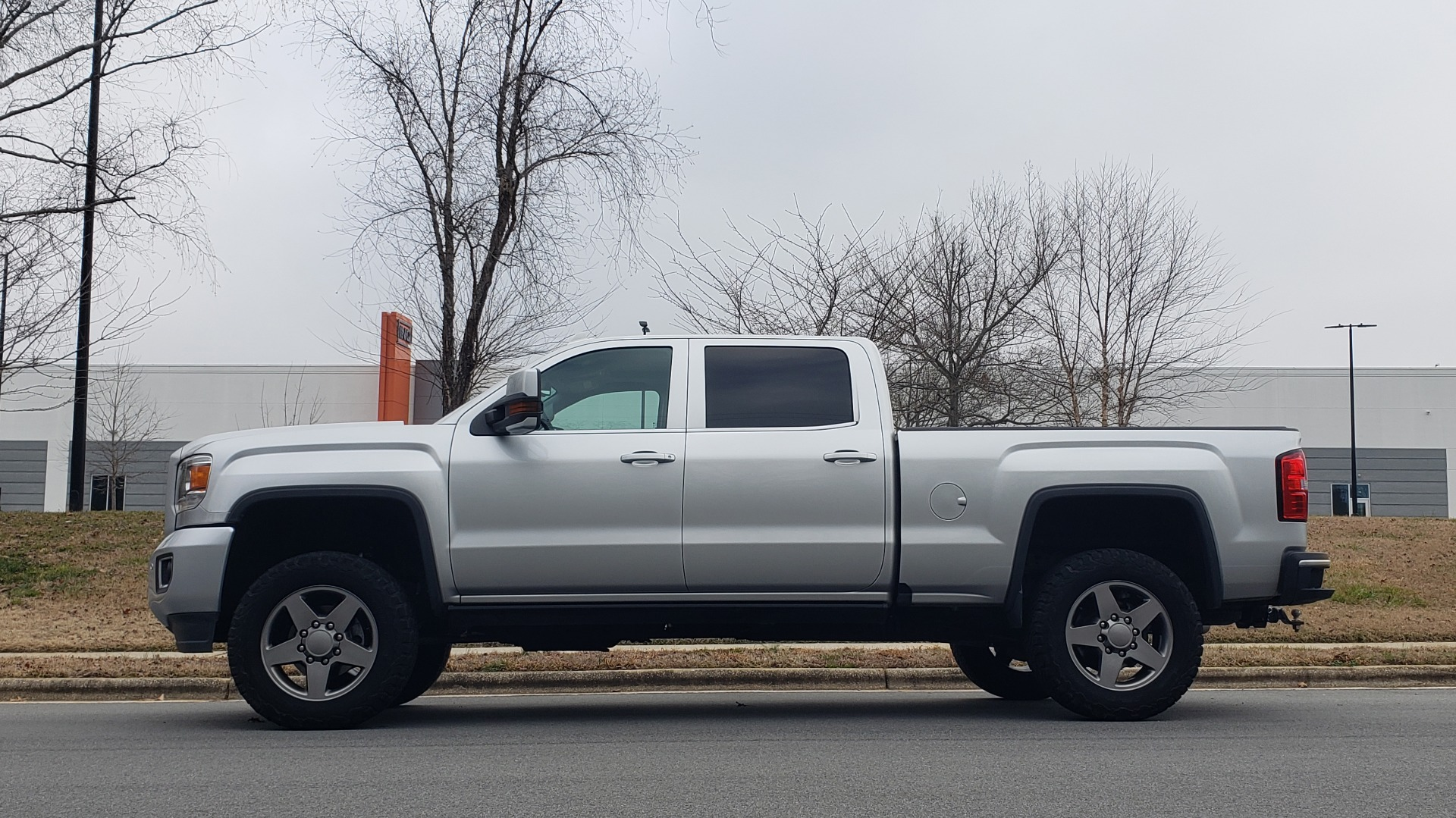 Used 2018 GMC SIERRA 2500HD DENALI 4X4 CREWCAB / 6.6L DURAMAX PLUS / NAV / SUNROOF / REARVIEW for sale $61,999 at Formula Imports in Charlotte NC 28227 3