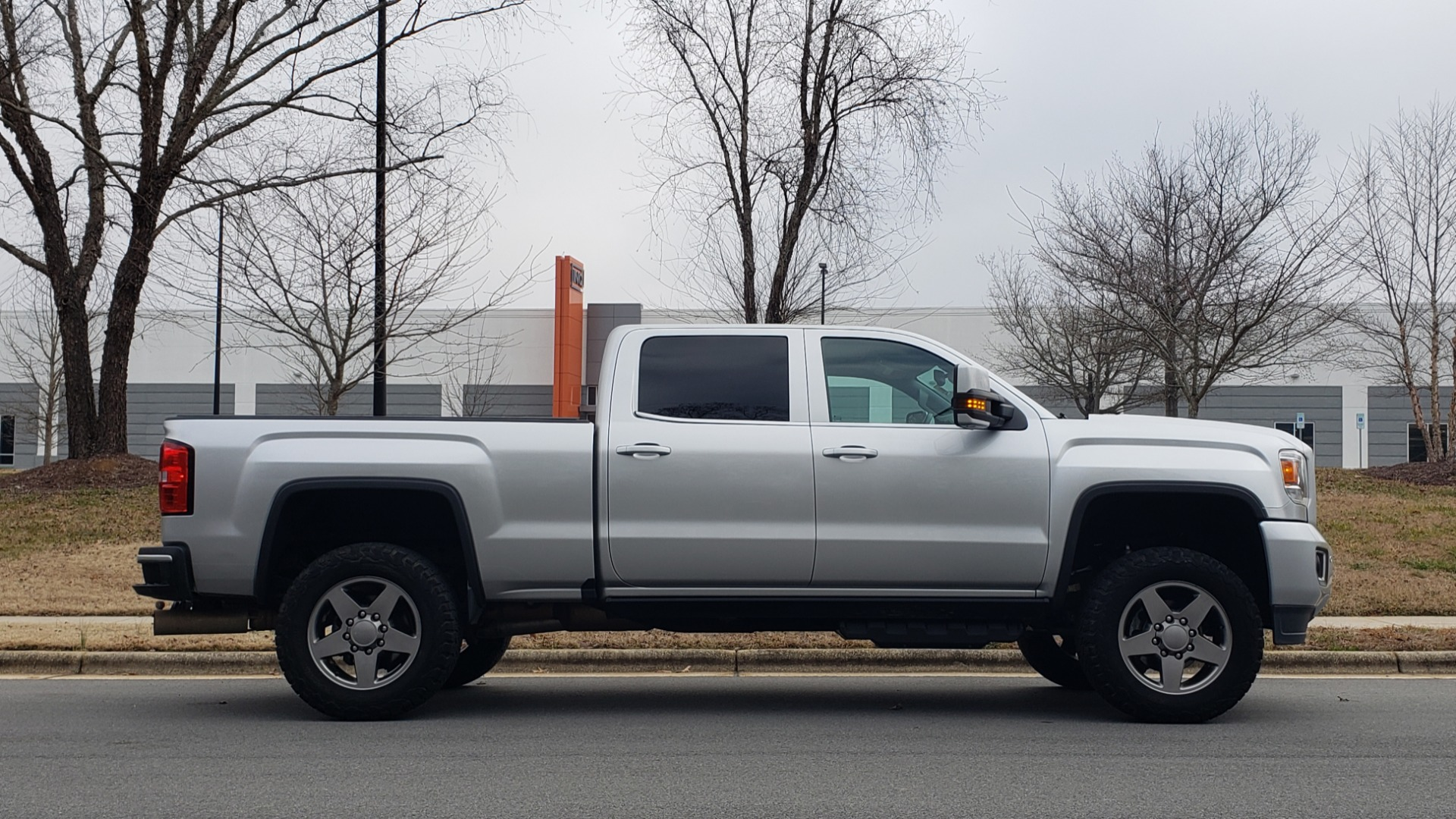 Used 2018 GMC SIERRA 2500HD DENALI 4X4 CREWCAB / 6.6L DURAMAX PLUS / NAV / SUNROOF / REARVIEW for sale $61,999 at Formula Imports in Charlotte NC 28227 6