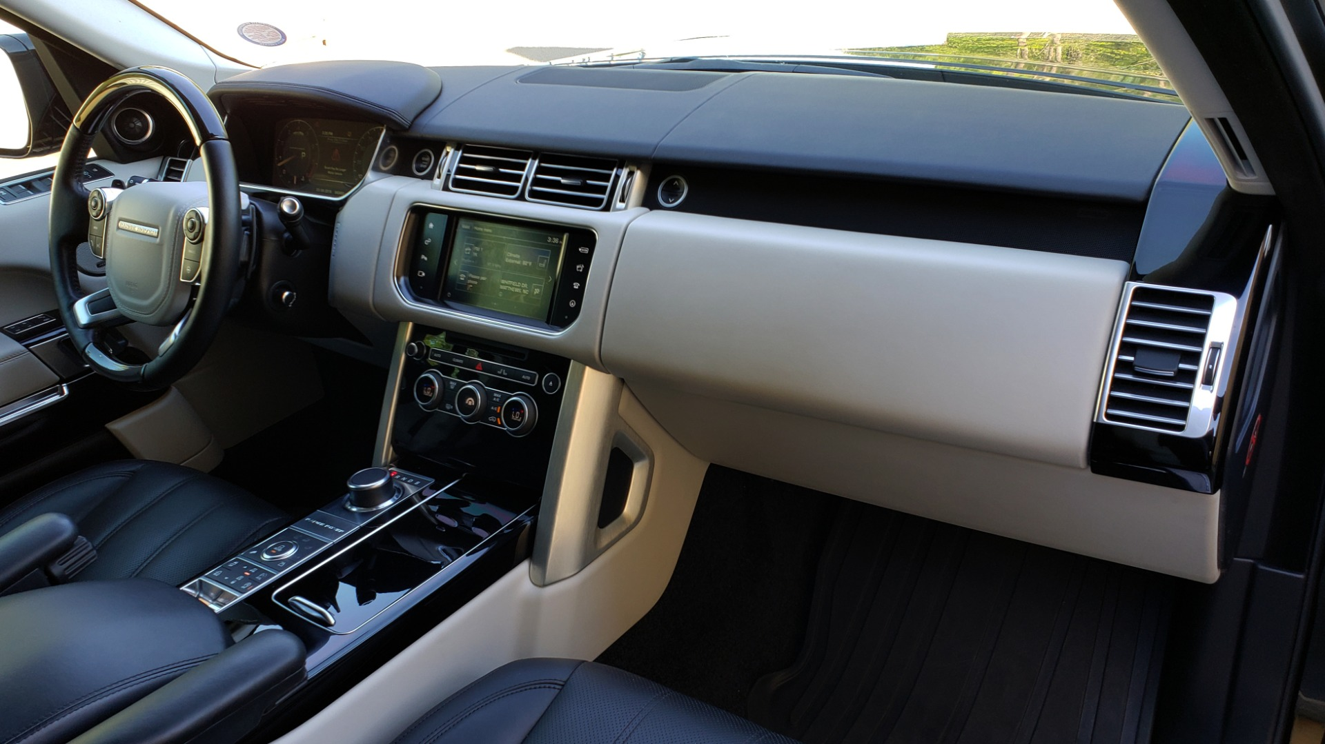 Used 2016 Land Rover RANGE ROVER SC V8 / LWB / NAV / PANO-ROOF / BURMESTER / REARVIEW for sale Sold at Formula Imports in Charlotte NC 28227 22