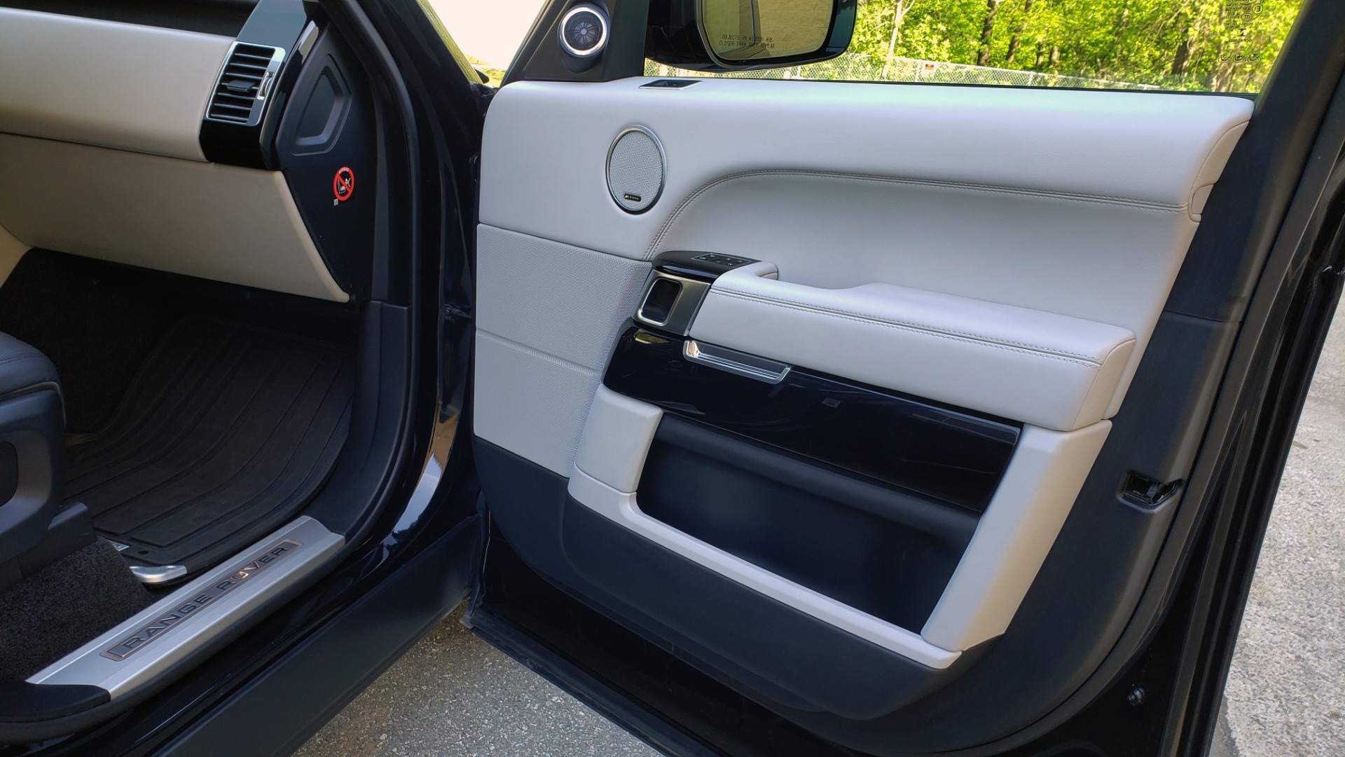 Used 2016 Land Rover RANGE ROVER SC V8 / LWB / NAV / PANO-ROOF / BURMESTER / REARVIEW for sale Sold at Formula Imports in Charlotte NC 28227 27