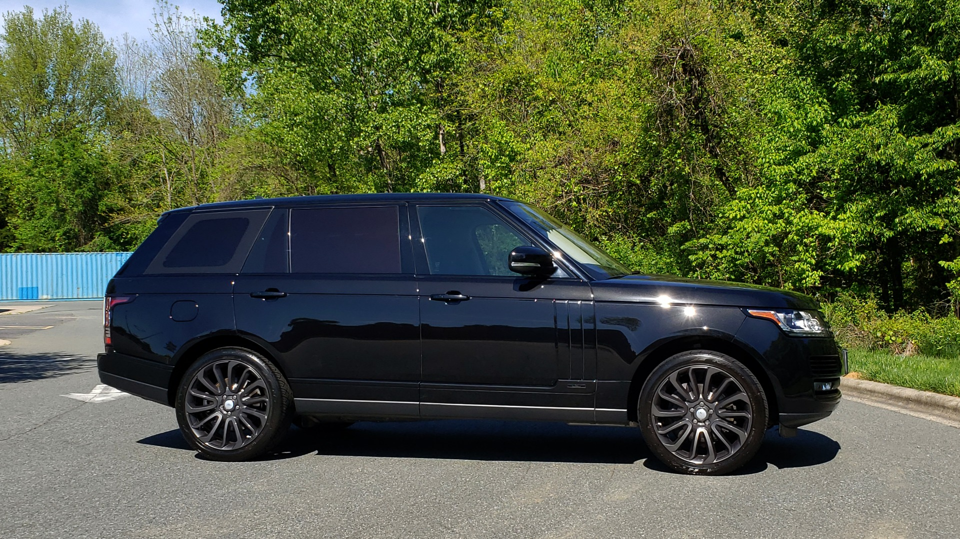 Used 2016 Land Rover RANGE ROVER SC V8 / LWB / NAV / PANO-ROOF / BURMESTER / REARVIEW for sale Sold at Formula Imports in Charlotte NC 28227 3