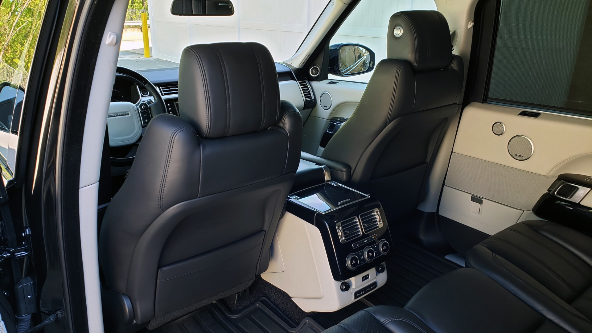 Used 2016 Land Rover RANGE ROVER SC V8 / LWB / NAV / PANO-ROOF / BURMESTER / REARVIEW for sale Sold at Formula Imports in Charlotte NC 28227 30
