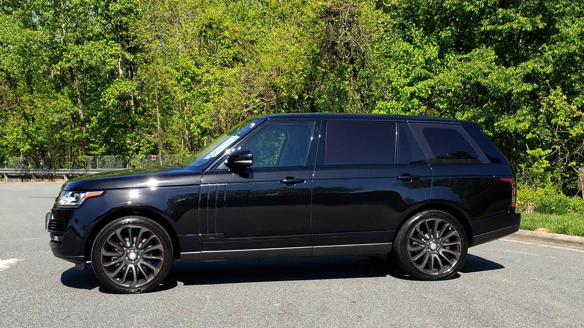 Used 2016 Land Rover RANGE ROVER SC V8 / LWB / NAV / PANO-ROOF / BURMESTER / REARVIEW for sale Sold at Formula Imports in Charlotte NC 28227 4