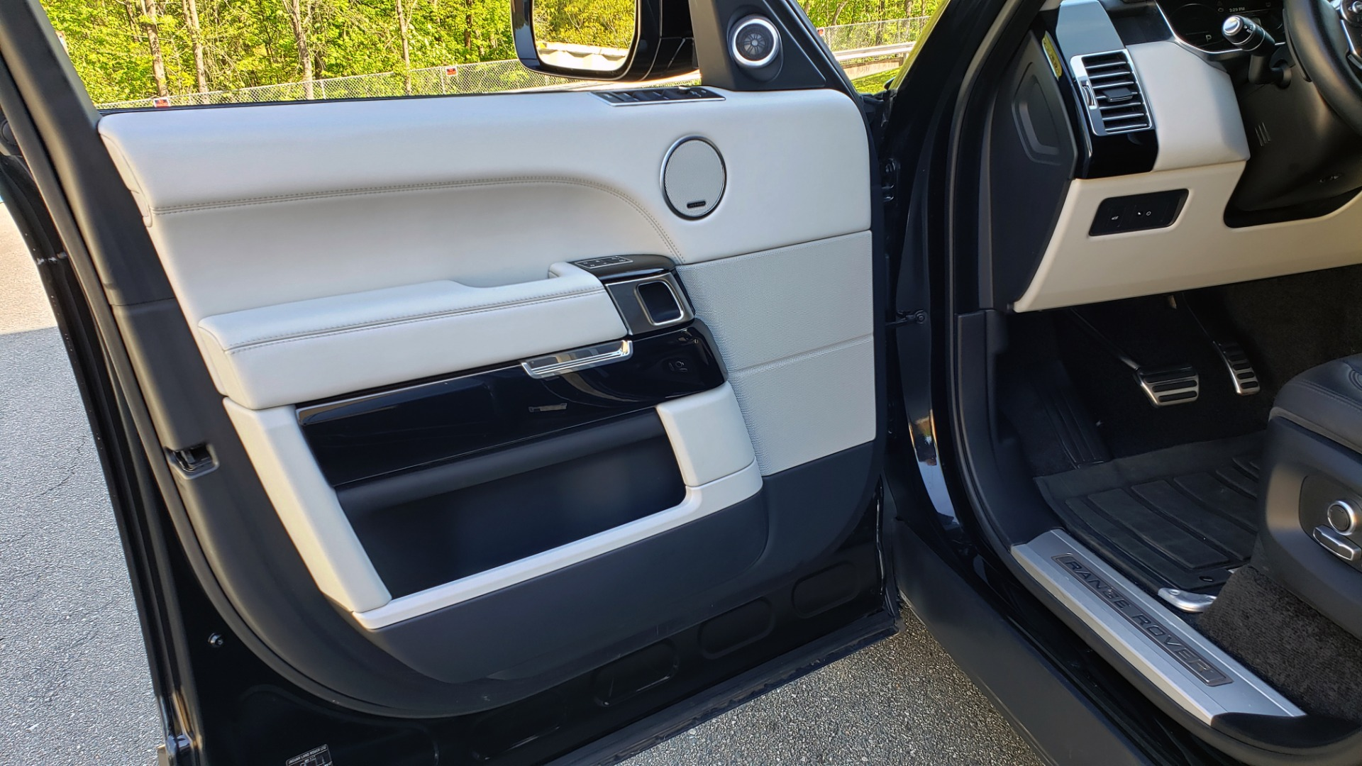 Used 2016 Land Rover RANGE ROVER SC V8 / LWB / NAV / PANO-ROOF / BURMESTER / REARVIEW for sale Sold at Formula Imports in Charlotte NC 28227 57