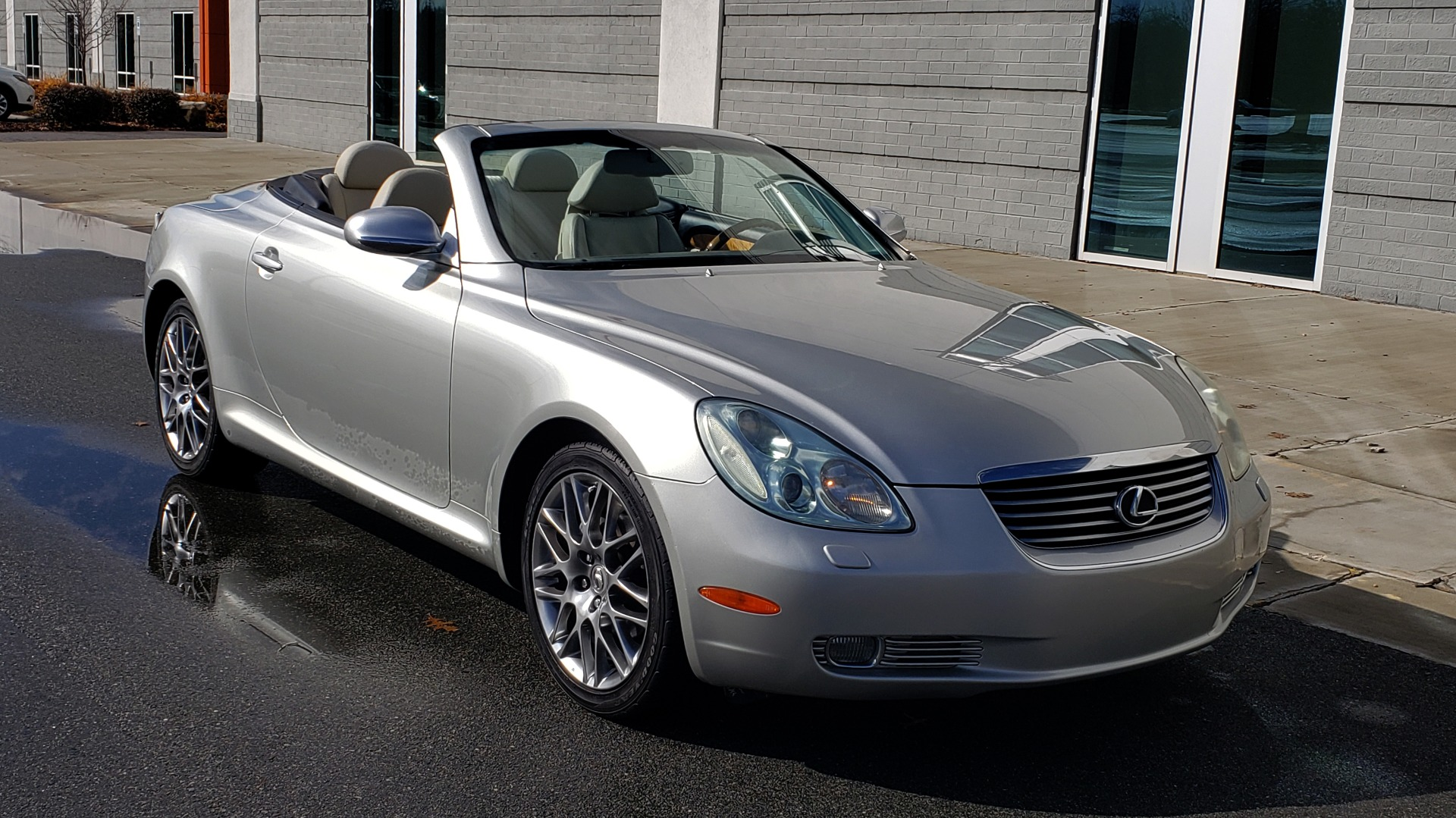 Used 2004 Lexus SC 430 CONVERTIBLE / 4.3L V8 / 5-SPD AUTO / MARK LEVINSON / 18IN WHEELS for sale $14,995 at Formula Imports in Charlotte NC 28227 18