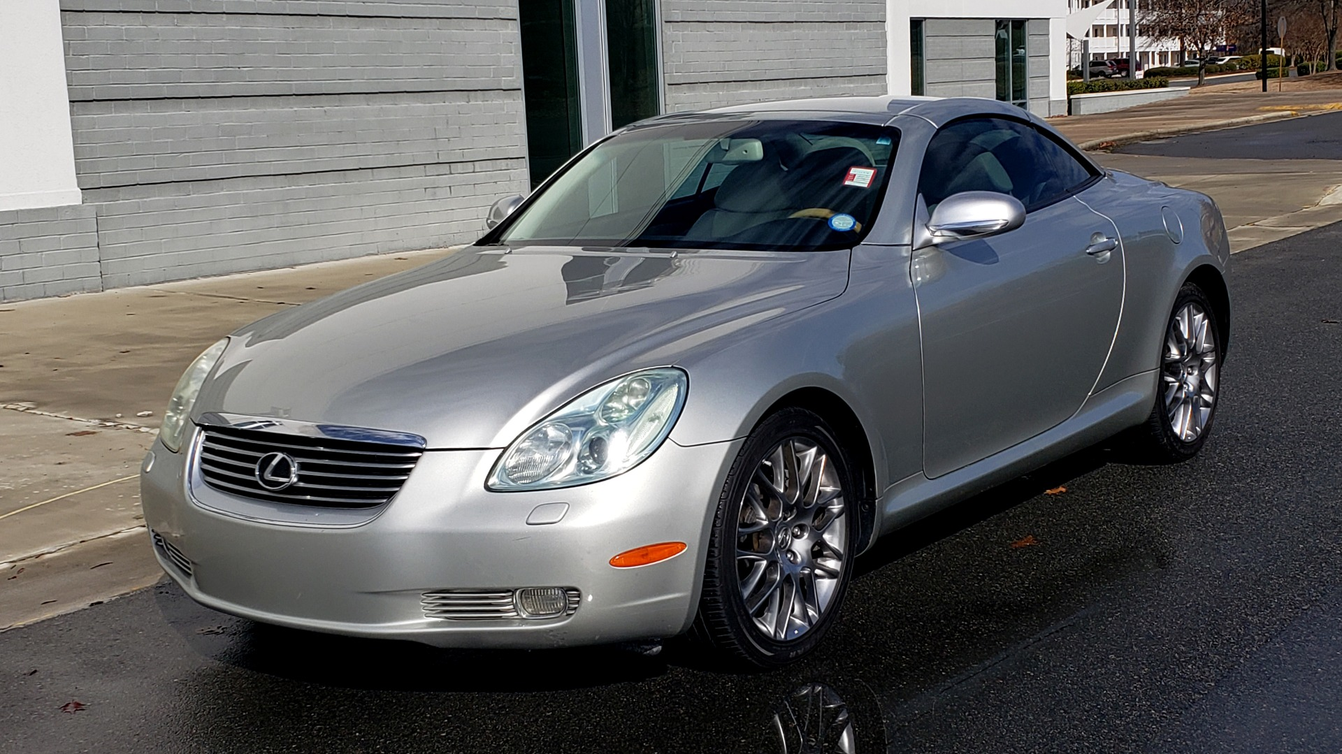 Used 2004 Lexus SC 430 CONVERTIBLE / 4.3L V8 / 5-SPD AUTO / MARK LEVINSON / 18IN WHEELS for sale $14,995 at Formula Imports in Charlotte NC 28227 2