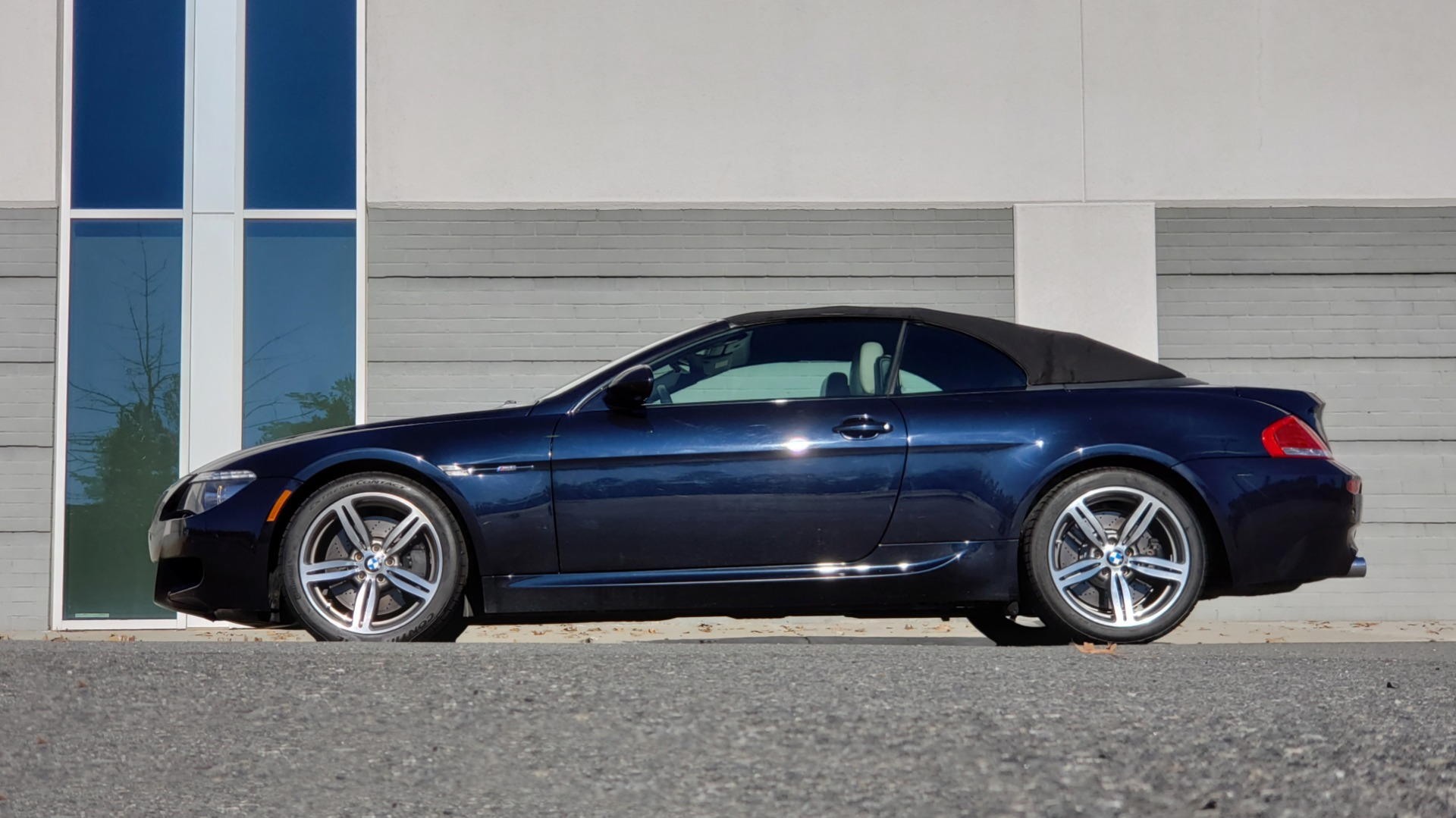 Used 2009 BMW M6 CONVERTIBLE / 5.0L V10 (500HP) / PREM SND / HUD / 19IN WHEELS for sale $24,999 at Formula Imports in Charlotte NC 28227 11