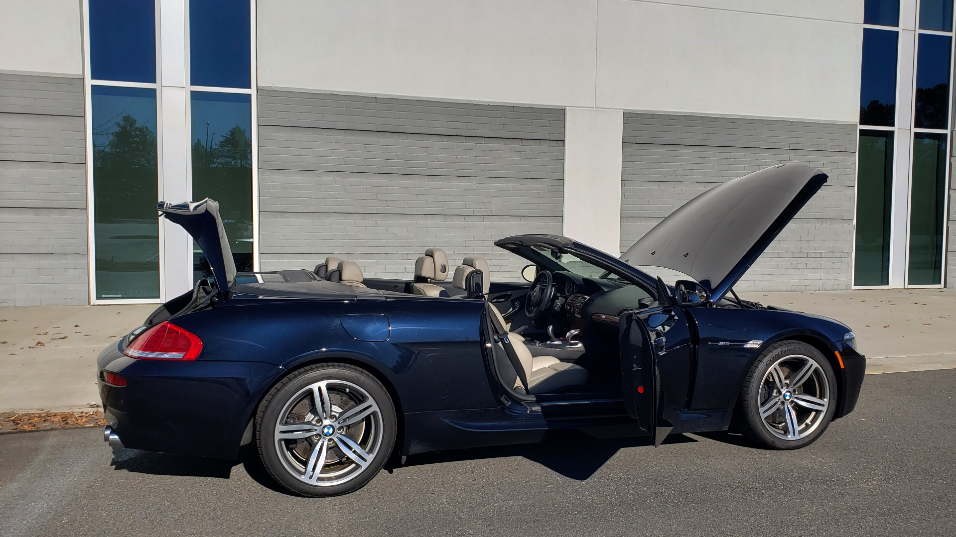 Used 2009 BMW M6 CONVERTIBLE / 5.0L V10 (500HP) / PREM SND / HUD / 19IN WHEELS for sale $24,999 at Formula Imports in Charlotte NC 28227 25