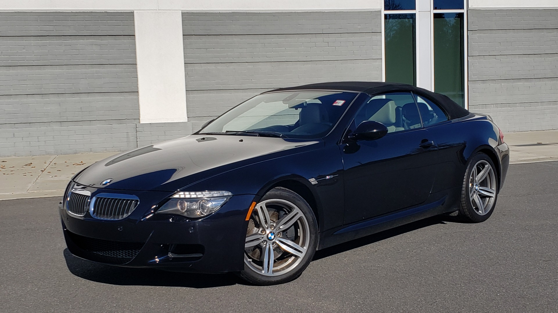 Used 2009 BMW M6 CONVERTIBLE / 5.0L V10 (500HP) / PREM SND / HUD / 19IN WHEELS for sale $24,999 at Formula Imports in Charlotte NC 28227 3