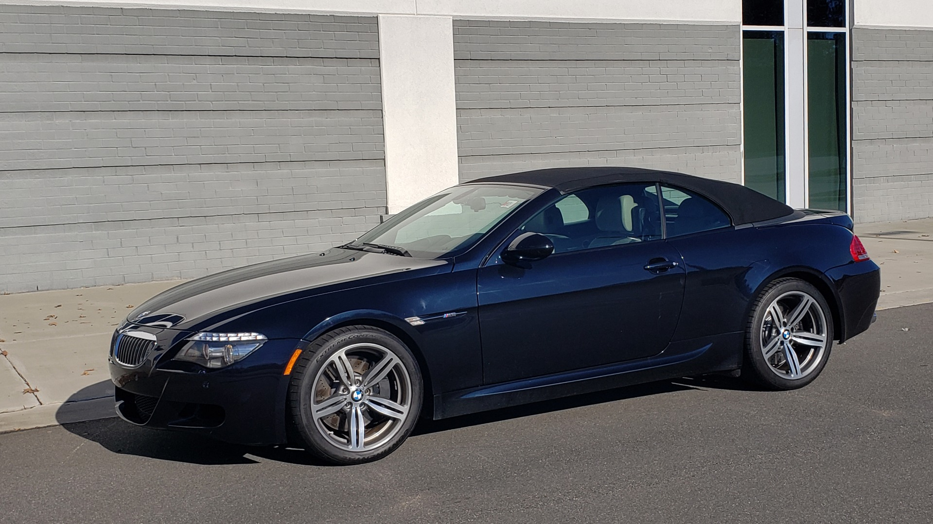Used 2009 BMW M6 CONVERTIBLE / 5.0L V10 (500HP) / PREM SND / HUD / 19IN WHEELS for sale $24,999 at Formula Imports in Charlotte NC 28227 4