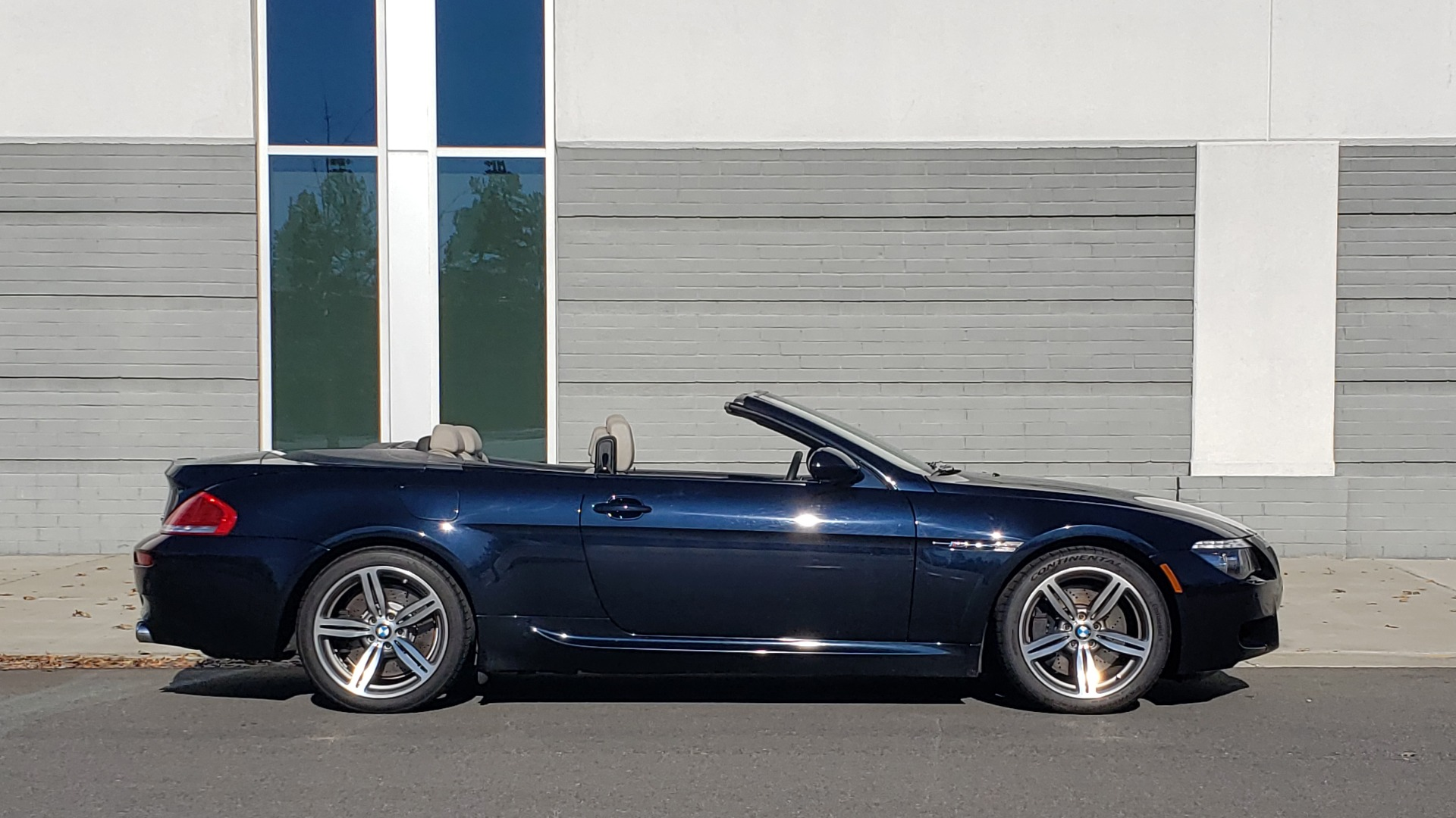Used 2009 BMW M6 CONVERTIBLE / 5.0L V10 (500HP) / PREM SND / HUD / 19IN WHEELS for sale $24,999 at Formula Imports in Charlotte NC 28227 6