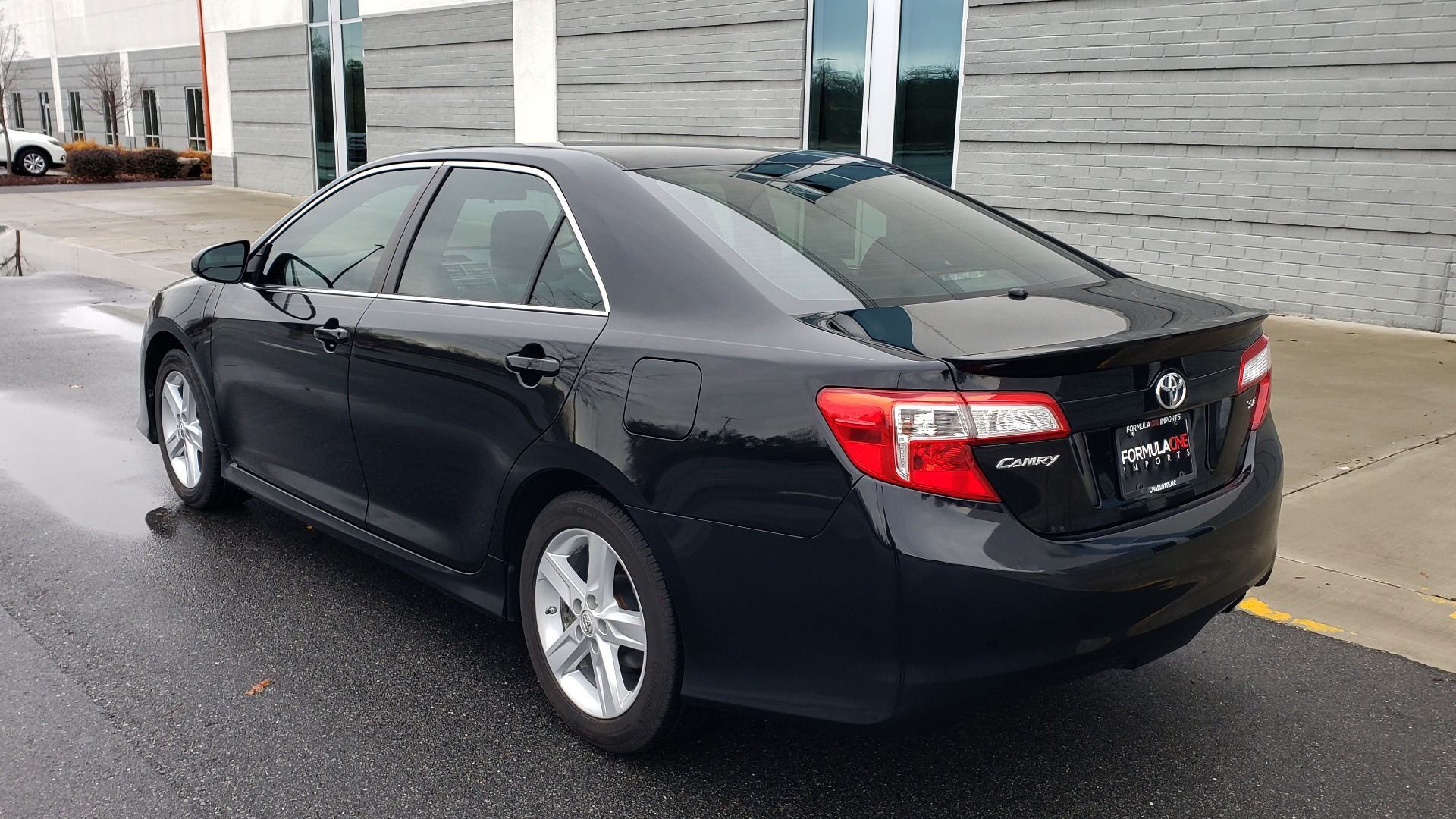 Used 2014 Toyota CAMRY SE SEDAN / 2.5L 4-CYL / 6-SPD AUTO / 17IN ALLOY WHEELS for sale $10,499 at Formula Imports in Charlotte NC 28227 3