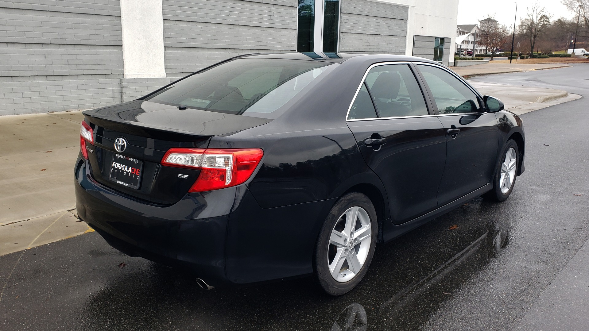 Used 2014 Toyota CAMRY SE SEDAN / 2.5L 4-CYL / 6-SPD AUTO / 17IN ALLOY WHEELS for sale $10,499 at Formula Imports in Charlotte NC 28227 6