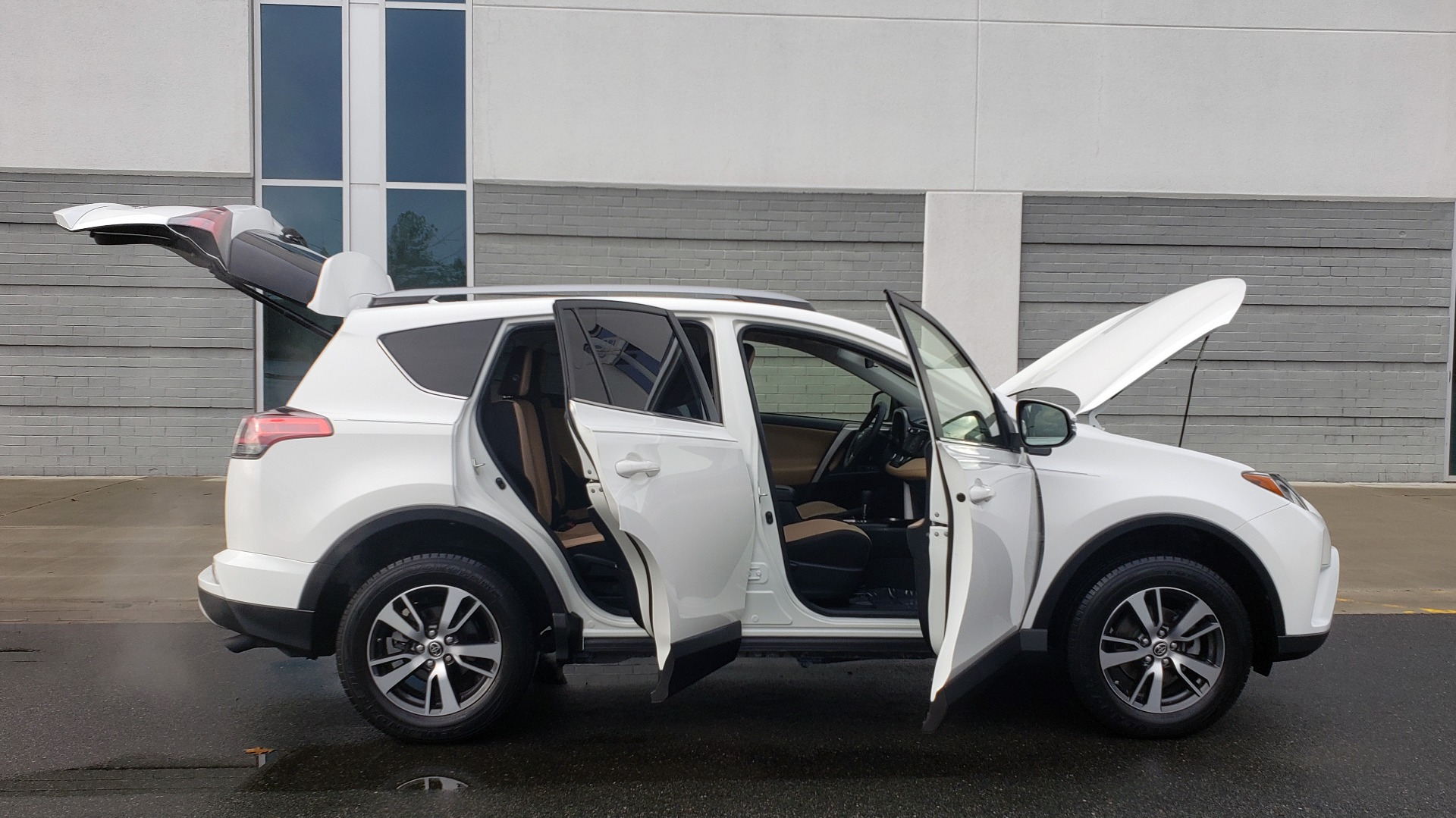 Used 2018 Toyota RAV4 XLE / FWD / 4-CYL / 6-SPD AUTO / BSM / REAR CROSS TRAFFIC ALERT for sale Sold at Formula Imports in Charlotte NC 28227 11
