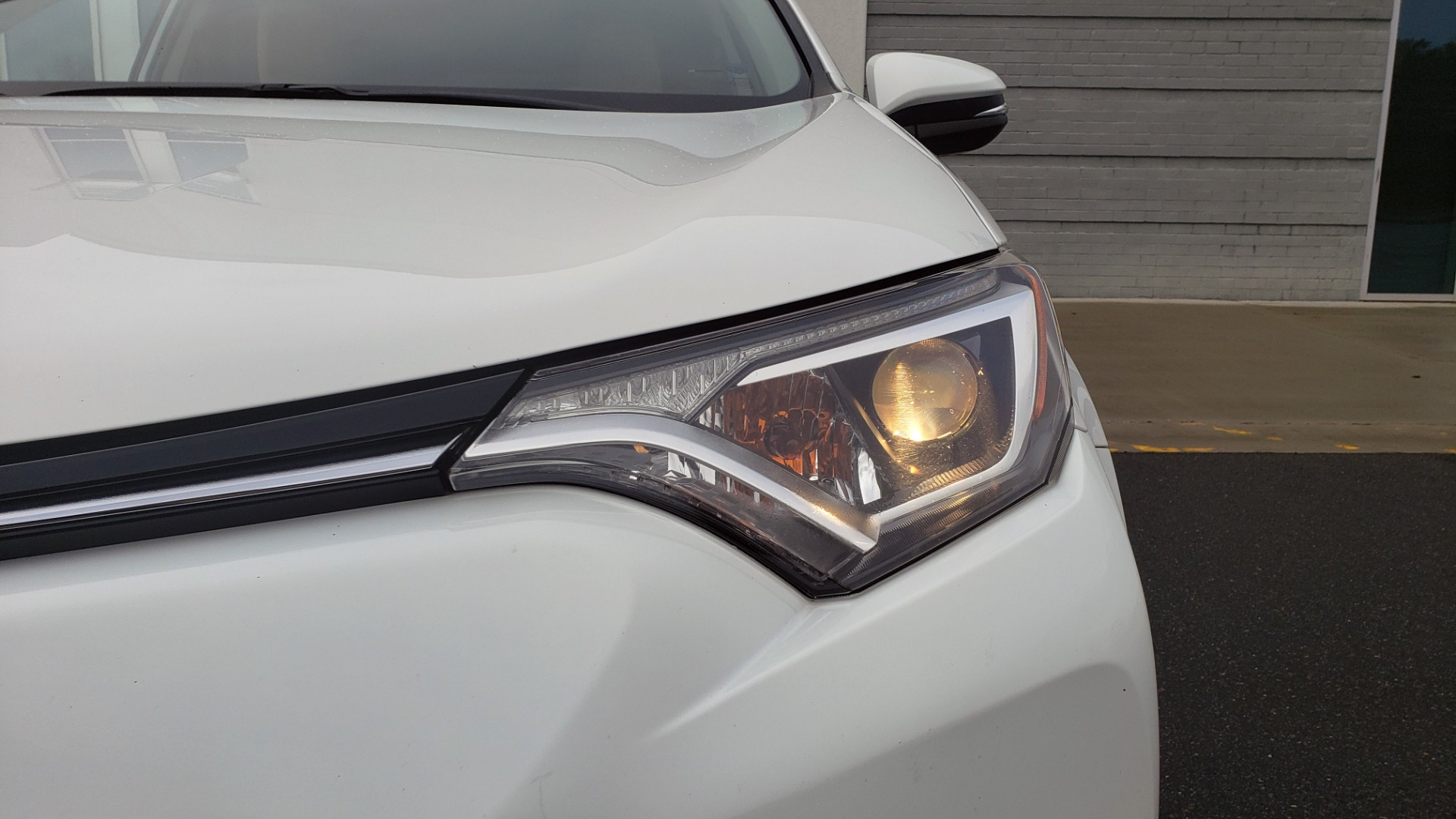 Used 2018 Toyota RAV4 XLE / FWD / 4-CYL / 6-SPD AUTO / BSM / REAR CROSS TRAFFIC ALERT for sale Sold at Formula Imports in Charlotte NC 28227 22