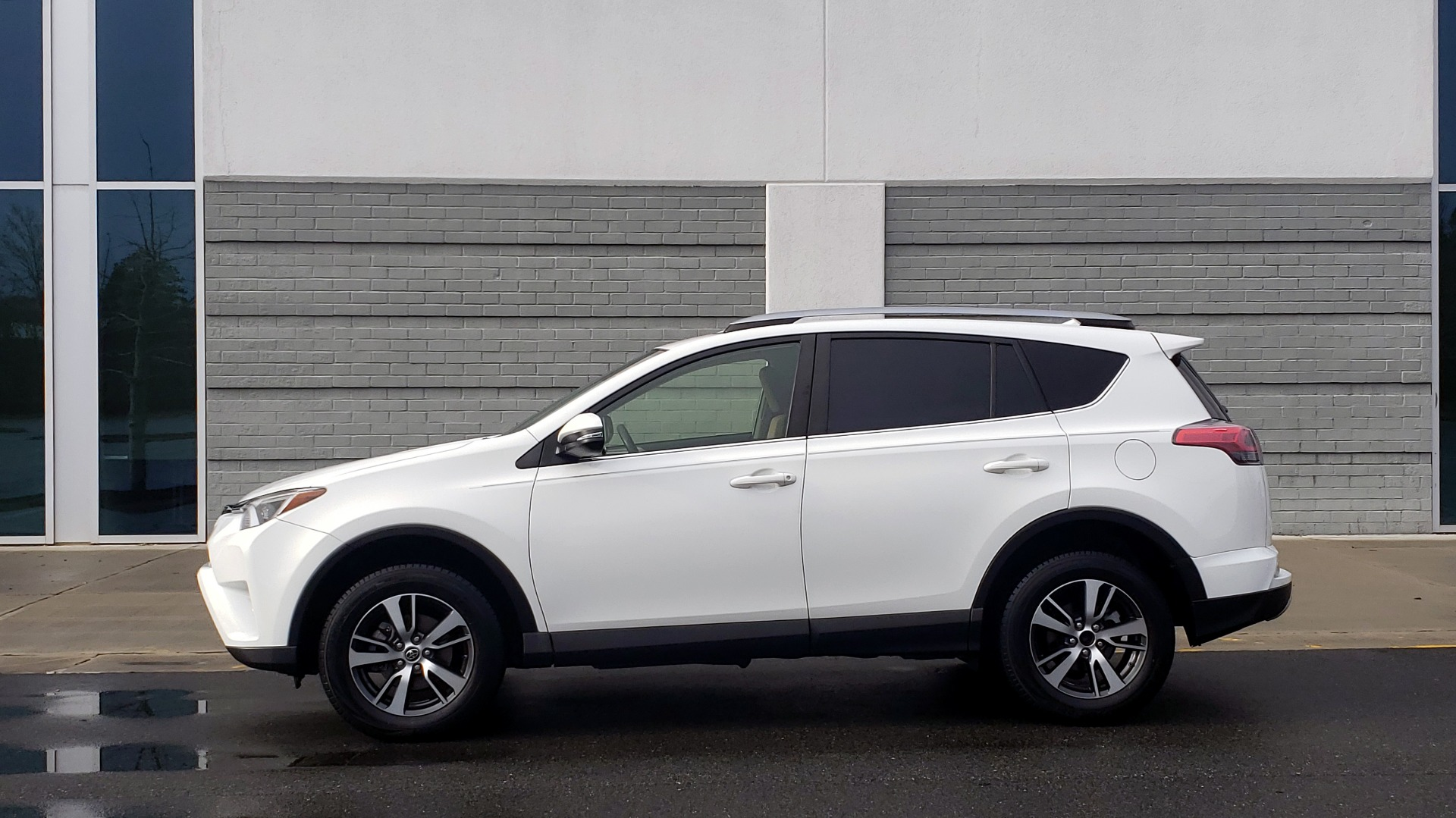 Used 2018 Toyota RAV4 XLE / FWD / 4-CYL / 6-SPD AUTO / BSM / REAR CROSS TRAFFIC ALERT for sale Sold at Formula Imports in Charlotte NC 28227 4