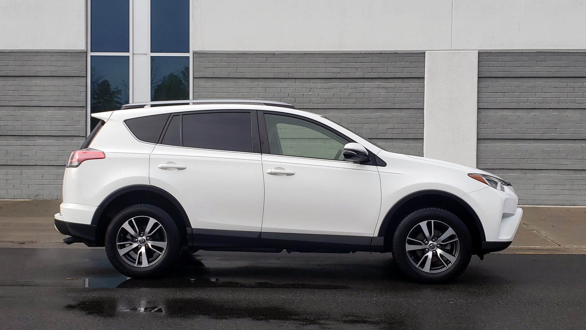 Used 2018 Toyota RAV4 XLE / FWD / 4-CYL / 6-SPD AUTO / BSM / REAR CROSS TRAFFIC ALERT for sale Sold at Formula Imports in Charlotte NC 28227 5