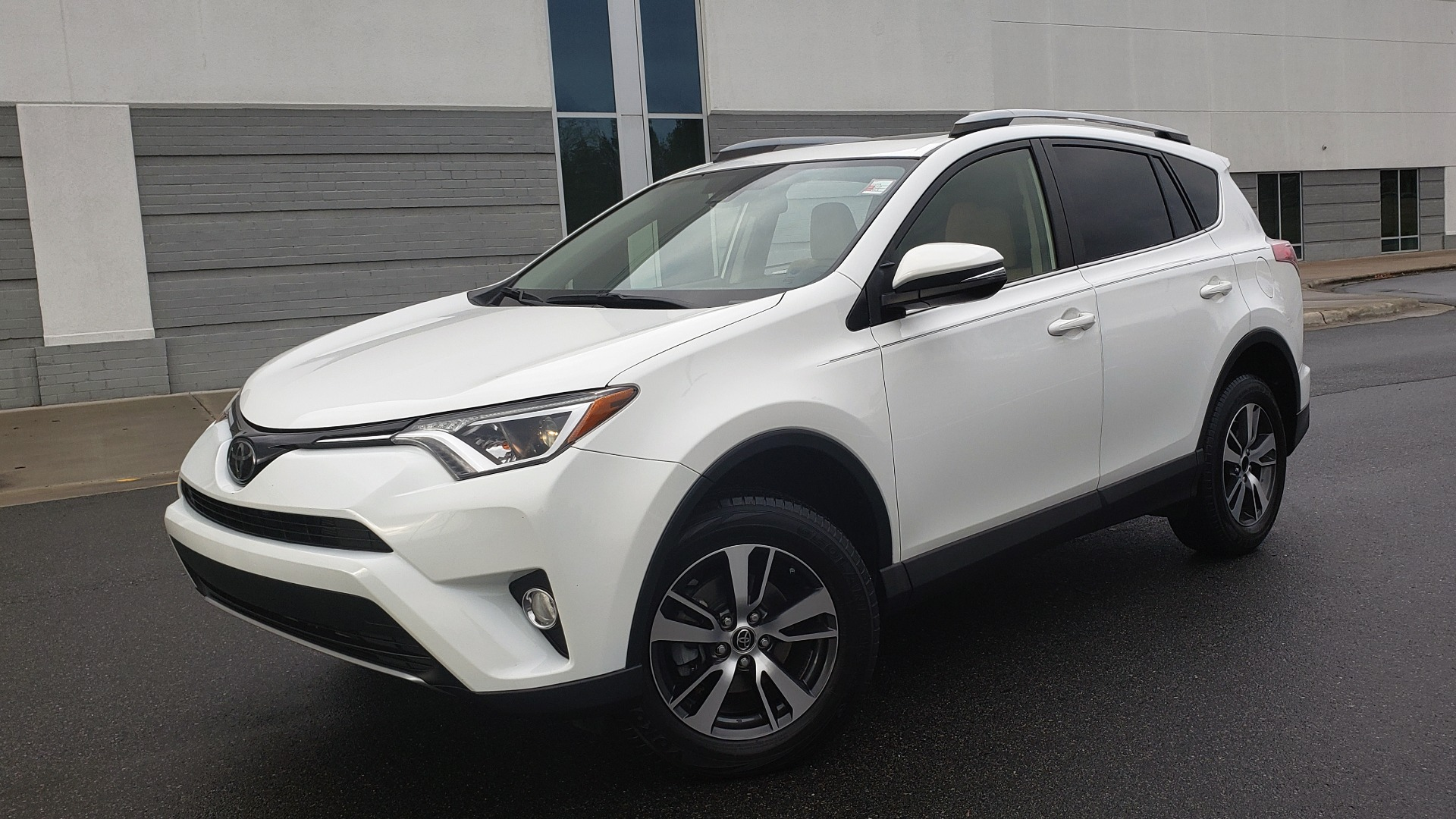 Used 2018 Toyota RAV4 XLE / FWD / 4-CYL / 6-SPD AUTO / BSM / REAR CROSS TRAFFIC ALERT for sale Sold at Formula Imports in Charlotte NC 28227 1