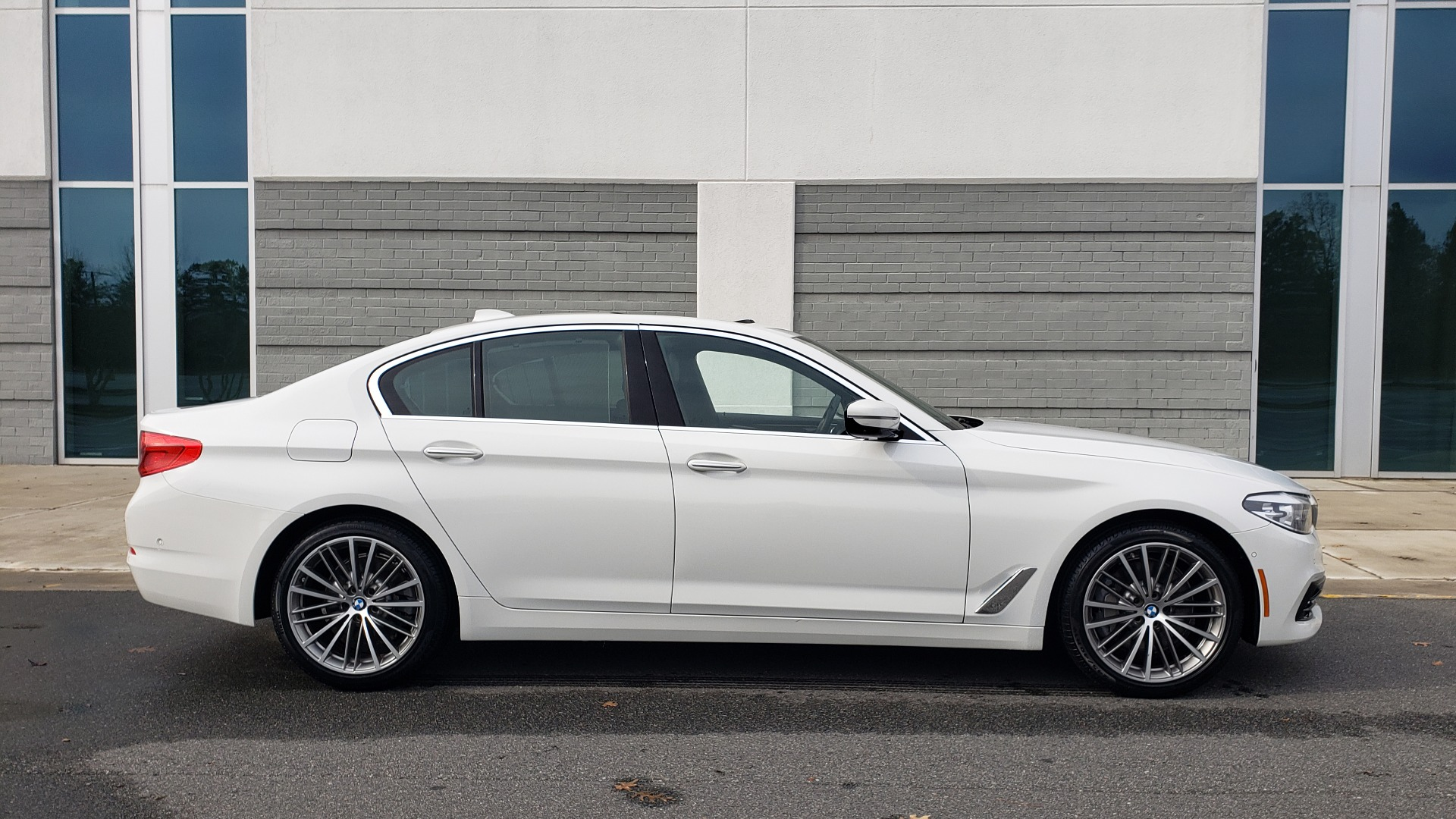 Used 2017 BMW 5 SERIES 530I PREMIUM / DRVR ASST PLUS / NAV / HUD / SUNROOF / REARVIEW for sale Sold at Formula Imports in Charlotte NC 28227 3