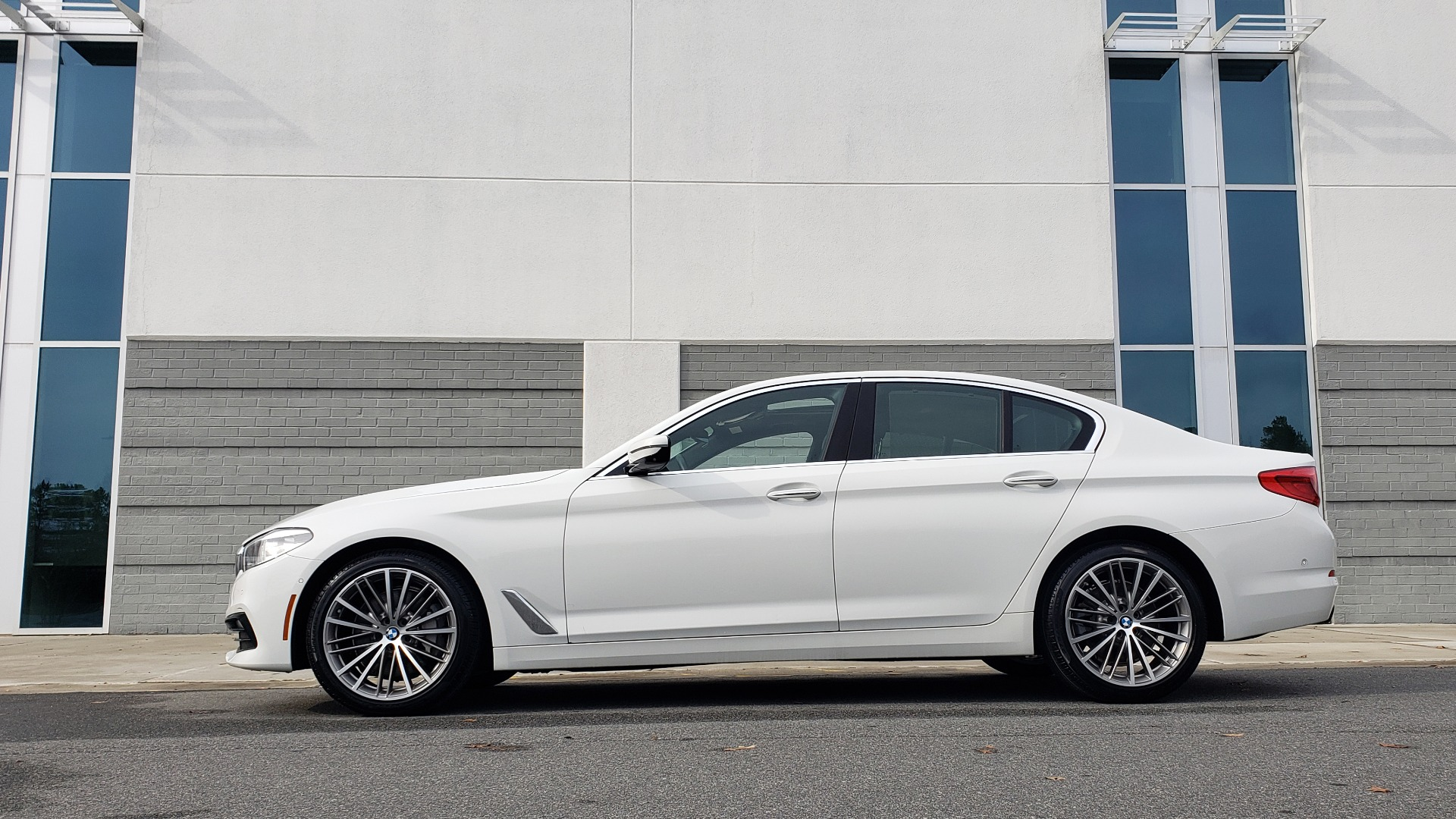 Used 2017 BMW 5 SERIES 530I PREMIUM / DRVR ASST PLUS / NAV / HUD / SUNROOF / REARVIEW for sale Sold at Formula Imports in Charlotte NC 28227 5