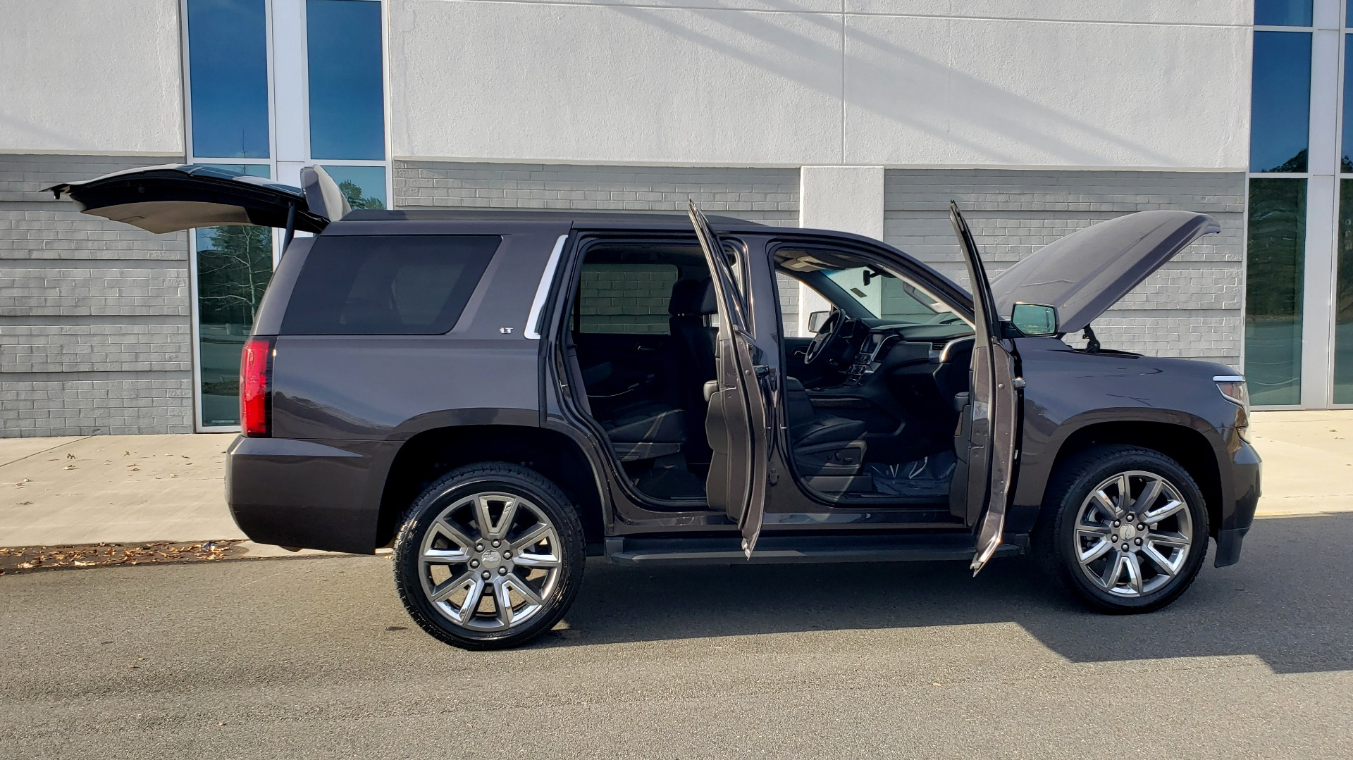 Used 2017 Chevrolet TAHOE 4WD LT / LUXURY PKG / NAV / BOSE / 3-ROW / REARVIEW for sale Sold at Formula Imports in Charlotte NC 28227 12