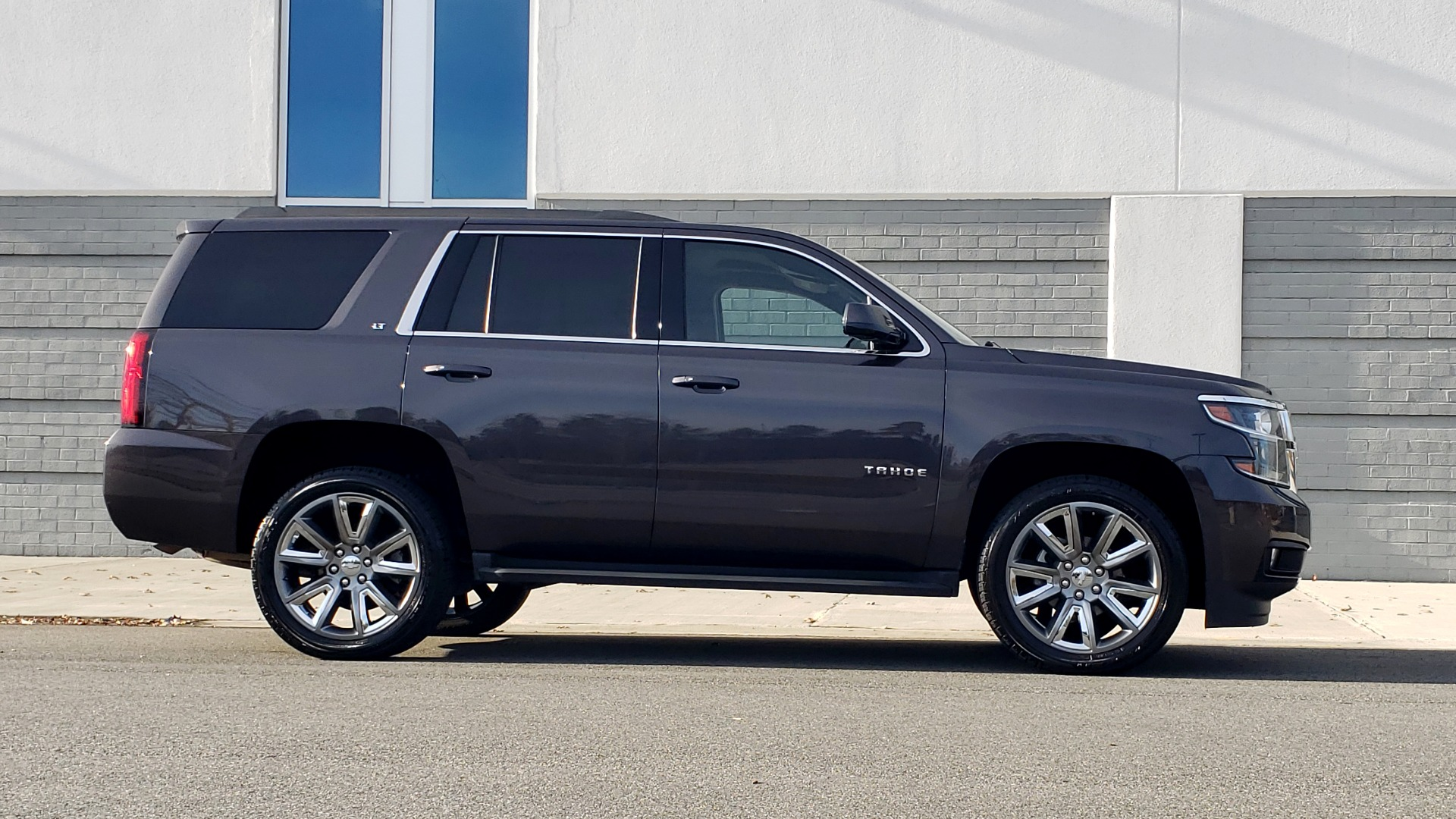 Used 2017 Chevrolet TAHOE 4WD LT / LUXURY PKG / NAV / BOSE / 3-ROW / REARVIEW for sale Sold at Formula Imports in Charlotte NC 28227 7