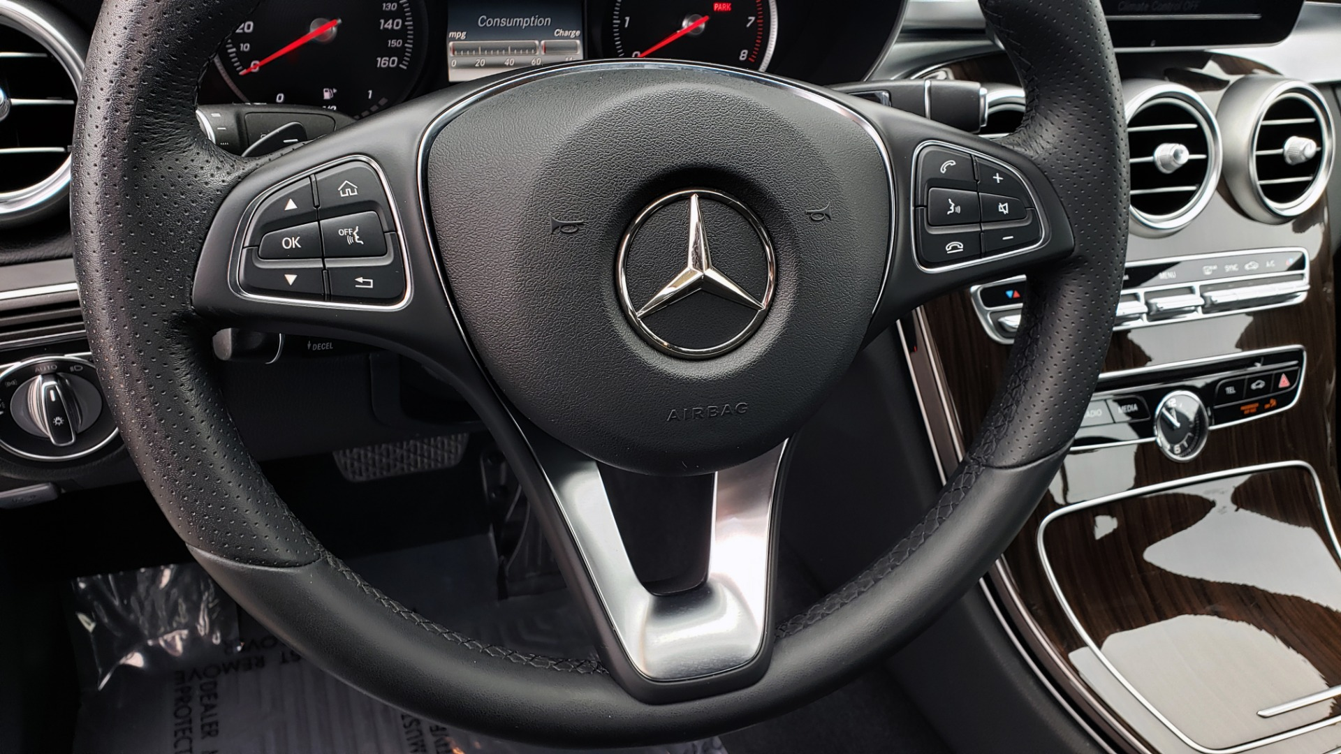 Used 2018 Mercedes-Benz C-CLASS C 300 PREMIUM / 2.0L TURBO / PANO-ROOF / KEYLESS-GO / REARVIEW for sale Sold at Formula Imports in Charlotte NC 28227 32