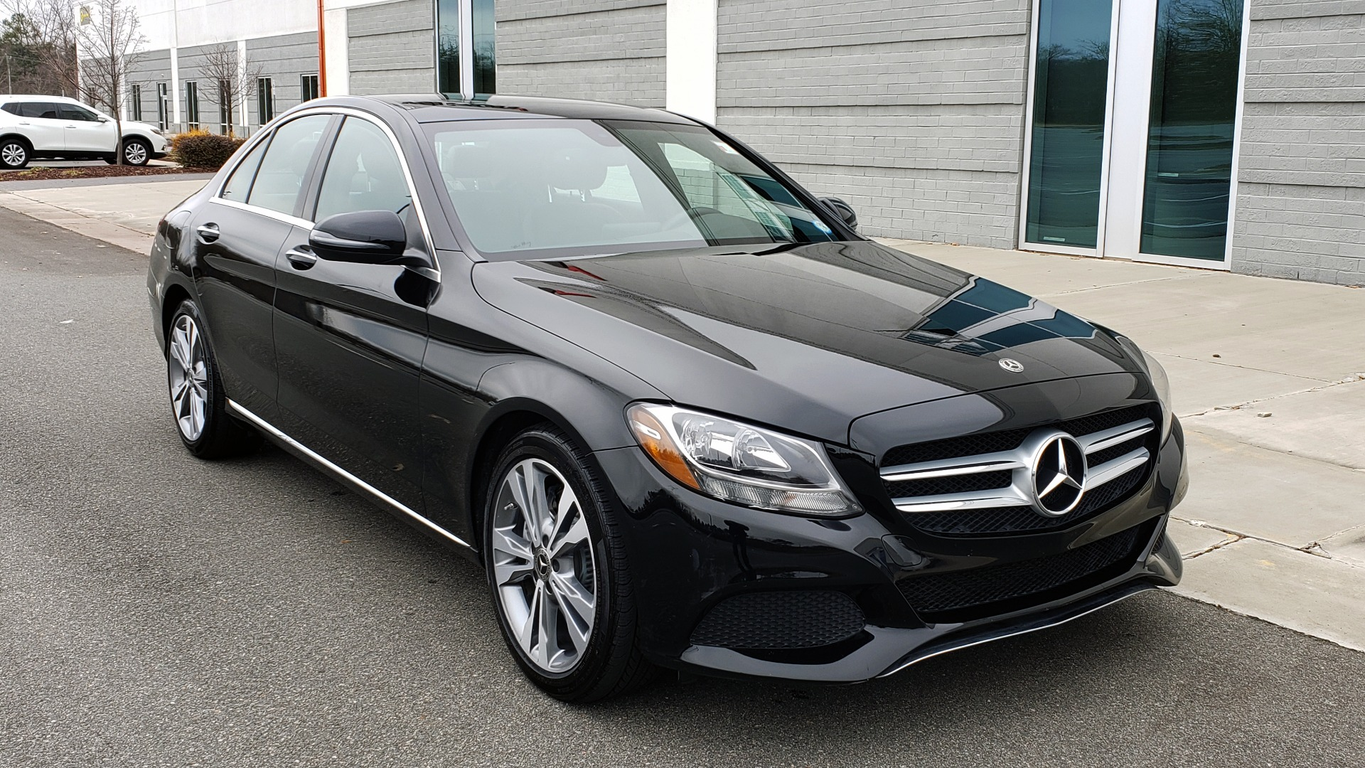 Used 2018 Mercedes-Benz C-CLASS C 300 PREMIUM / 2.0L TURBO / PANO-ROOF / KEYLESS-GO / REARVIEW for sale Sold at Formula Imports in Charlotte NC 28227 4