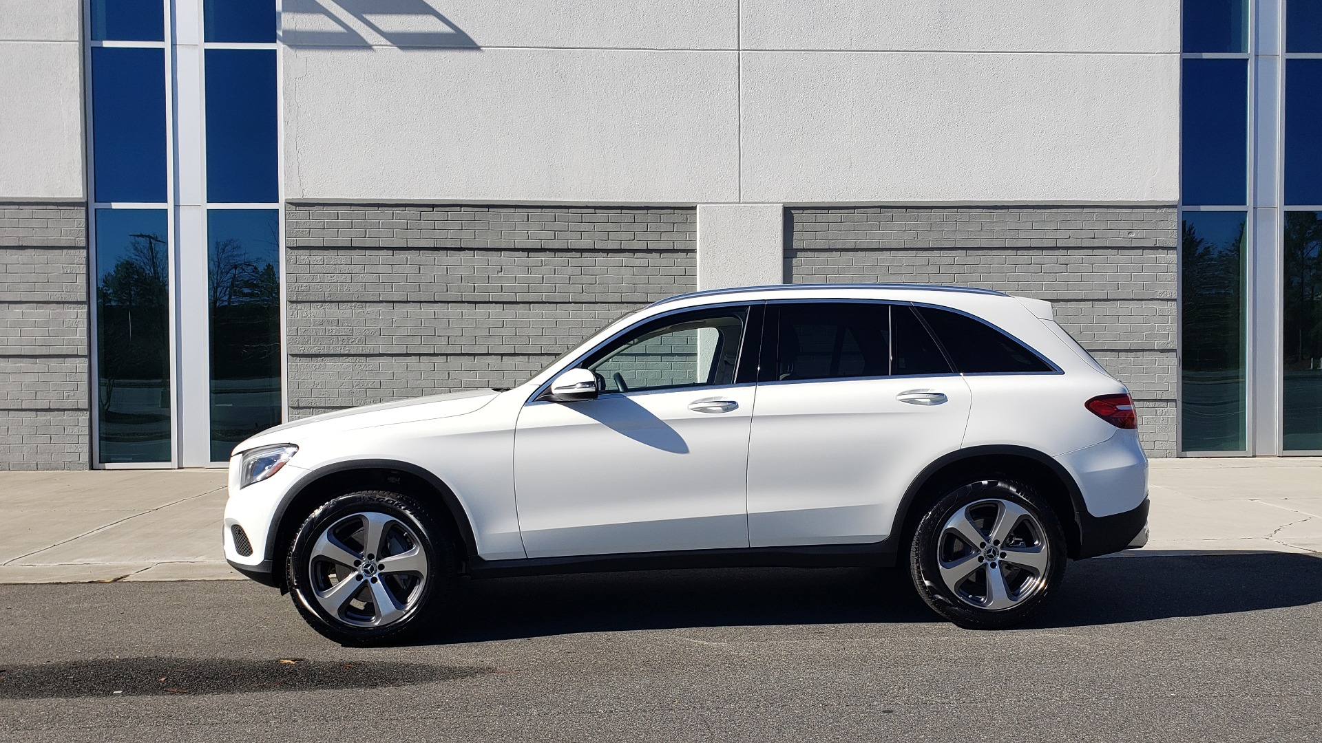 Used 2018 Mercedes-Benz GLC 300 4MATIC / PREM PKG / NAV / SUNROOF / REARVIEW for sale $36,995 at Formula Imports in Charlotte NC 28227 2
