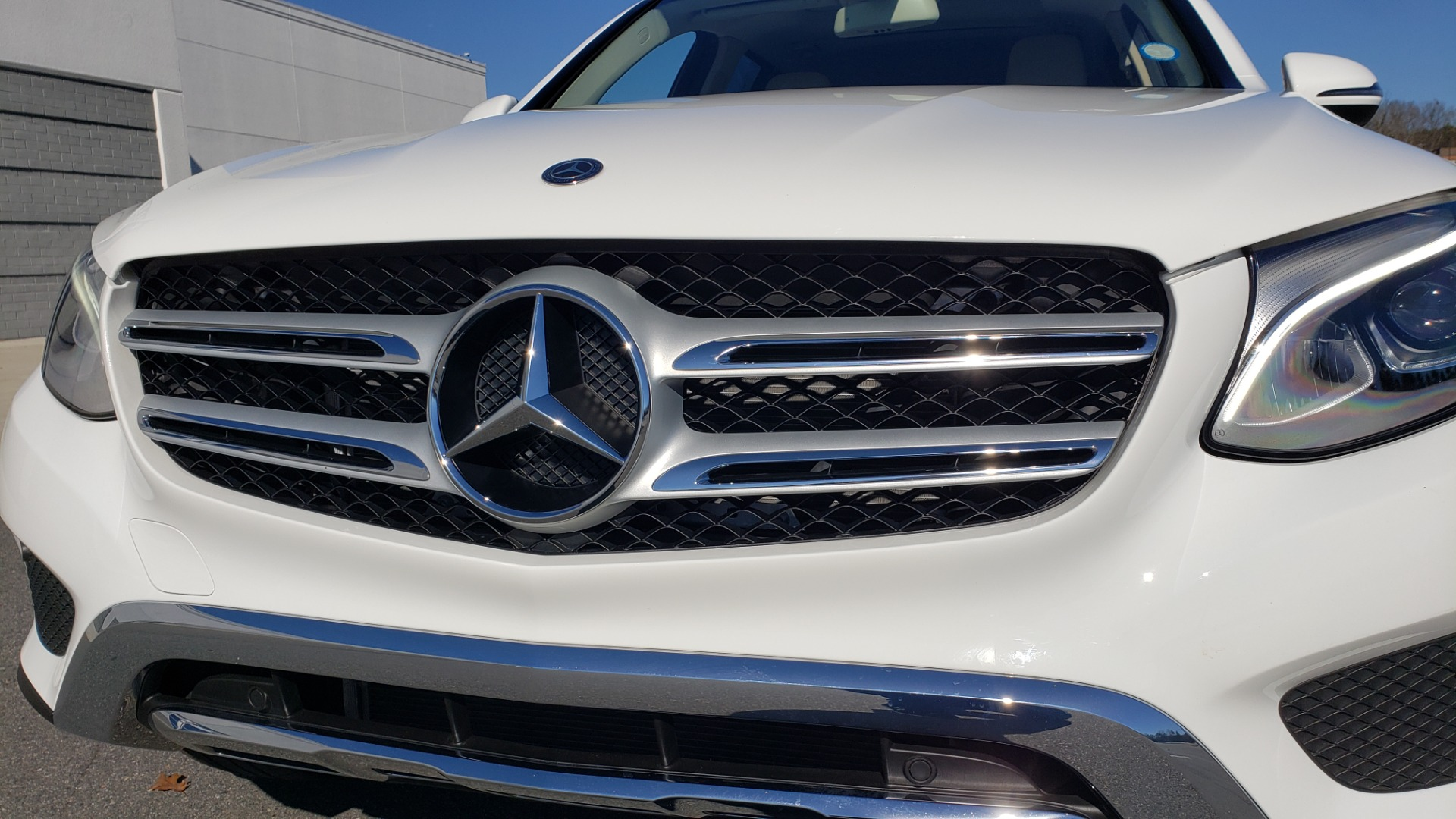 Used 2018 Mercedes-Benz GLC 300 4MATIC / PREM PKG / NAV / SUNROOF / REARVIEW for sale $36,995 at Formula Imports in Charlotte NC 28227 27