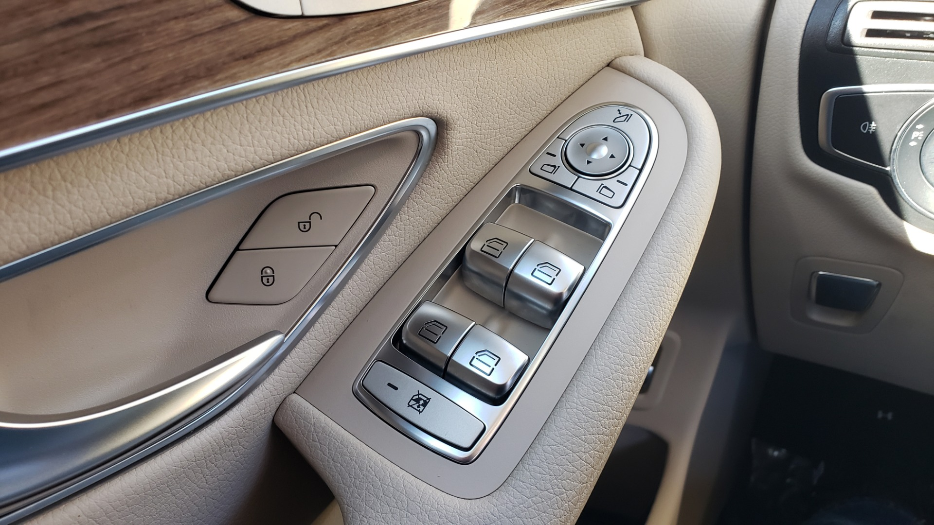 Used 2018 Mercedes-Benz GLC 300 4MATIC / PREM PKG / NAV / SUNROOF / REARVIEW for sale $36,995 at Formula Imports in Charlotte NC 28227 38