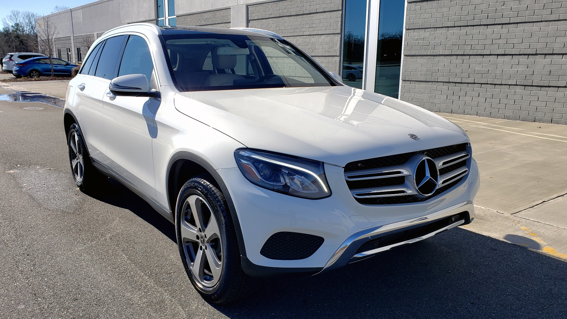 Used 2018 Mercedes-Benz GLC 300 4MATIC / PREM PKG / NAV / SUNROOF / REARVIEW for sale $36,995 at Formula Imports in Charlotte NC 28227 4
