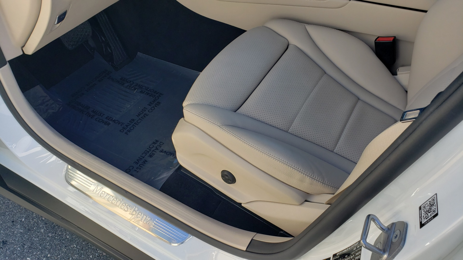 Used 2018 Mercedes-Benz GLC 300 4MATIC / PREM PKG / NAV / SUNROOF / REARVIEW for sale $36,995 at Formula Imports in Charlotte NC 28227 40