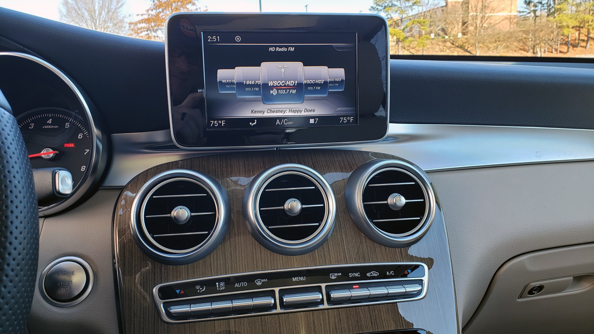 Used 2018 Mercedes-Benz GLC 300 4MATIC / PREM PKG / NAV / SUNROOF / REARVIEW for sale $36,995 at Formula Imports in Charlotte NC 28227 49