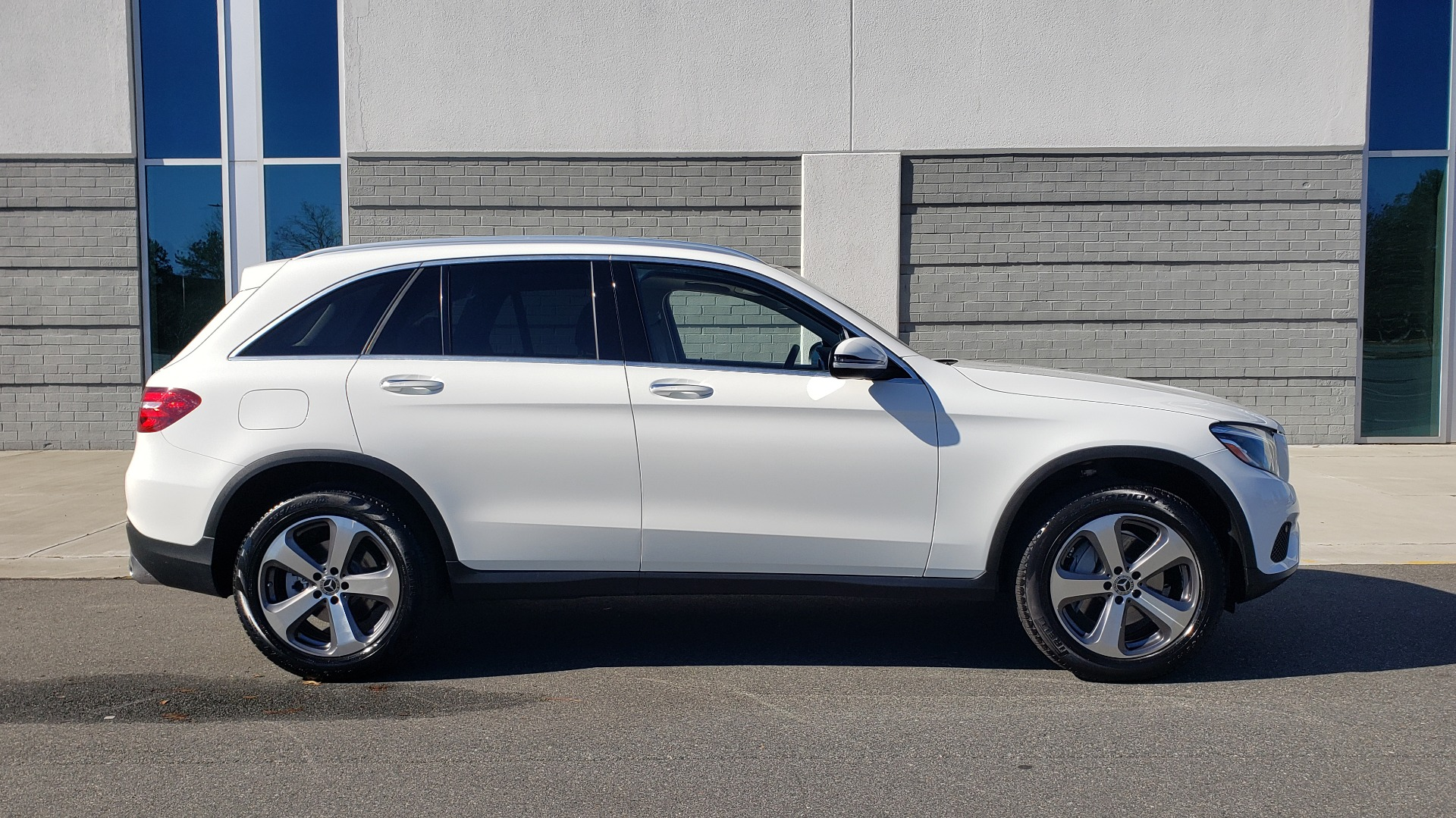 Used 2018 Mercedes-Benz GLC 300 4MATIC / PREM PKG / NAV / SUNROOF / REARVIEW for sale $36,995 at Formula Imports in Charlotte NC 28227 5