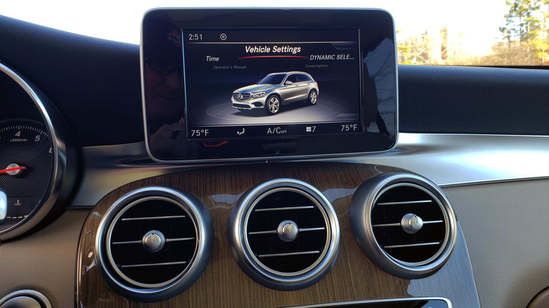 Used 2018 Mercedes-Benz GLC 300 4MATIC / PREM PKG / NAV / SUNROOF / REARVIEW for sale $36,995 at Formula Imports in Charlotte NC 28227 52
