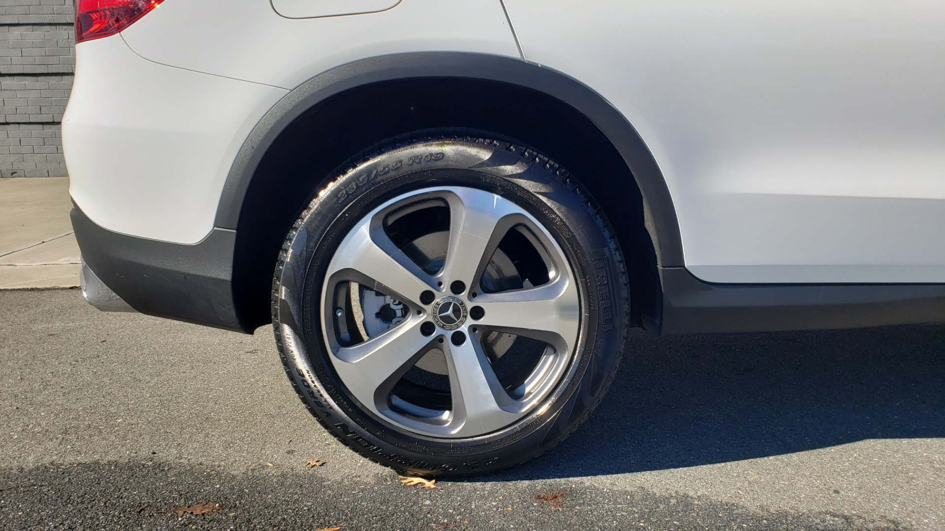Used 2018 Mercedes-Benz GLC 300 4MATIC / PREM PKG / NAV / SUNROOF / REARVIEW for sale $36,995 at Formula Imports in Charlotte NC 28227 83