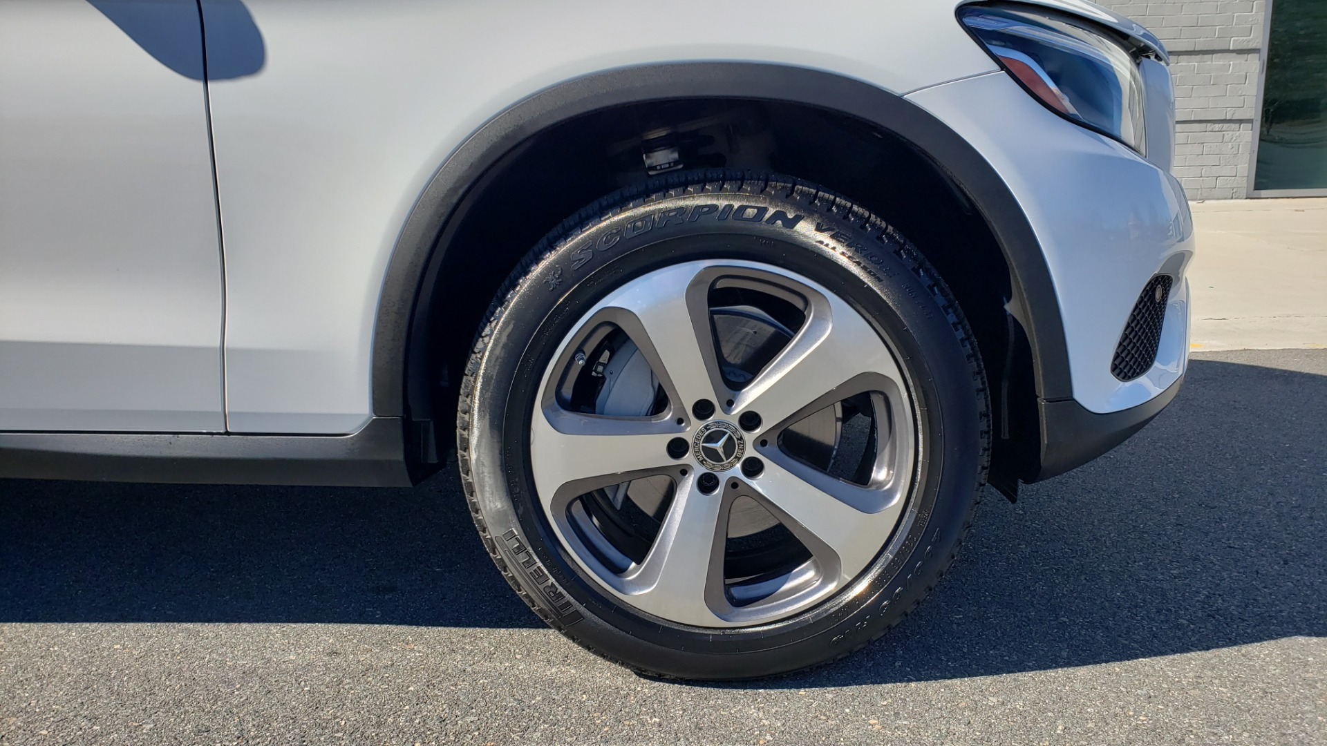 Used 2018 Mercedes-Benz GLC 300 4MATIC / PREM PKG / NAV / SUNROOF / REARVIEW for sale $36,995 at Formula Imports in Charlotte NC 28227 84