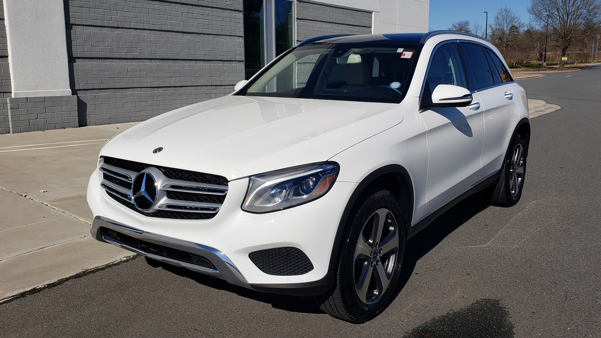 Used 2018 Mercedes-Benz GLC 300 4MATIC / PREM PKG / NAV / SUNROOF / REARVIEW for sale $36,995 at Formula Imports in Charlotte NC 28227 1