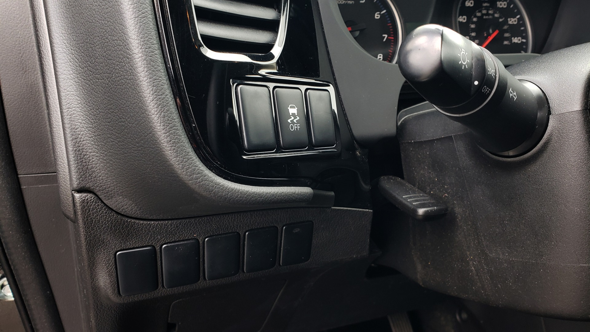 Used 2015 Mitsubishi OUTLANDER ES 2.4L SUV / CVT / FWD / KEYLESS ENTRY / 16-IN WHEELS for sale $12,995 at Formula Imports in Charlotte NC 28227 28