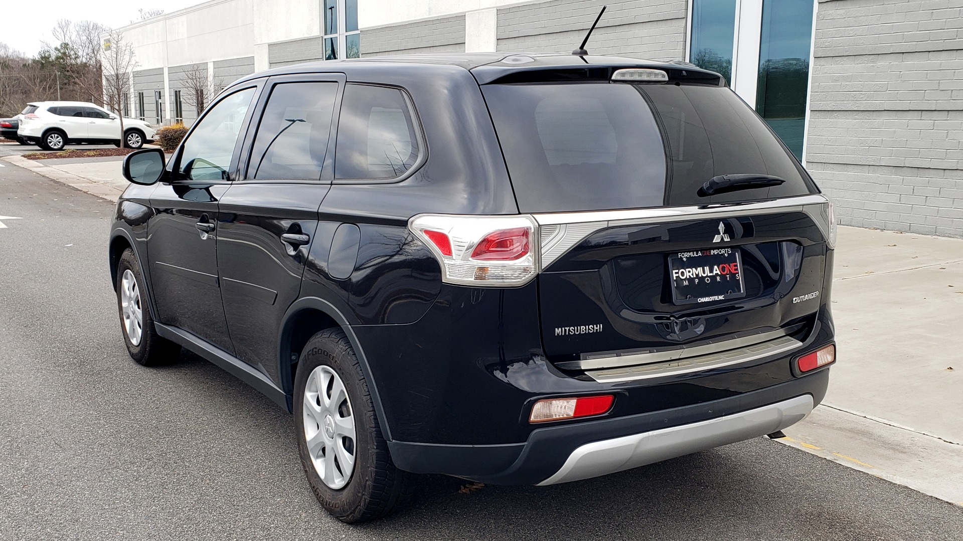 Used 2015 Mitsubishi OUTLANDER ES 2.4L SUV / CVT / FWD / KEYLESS ENTRY / 16-IN WHEELS for sale $12,995 at Formula Imports in Charlotte NC 28227 3
