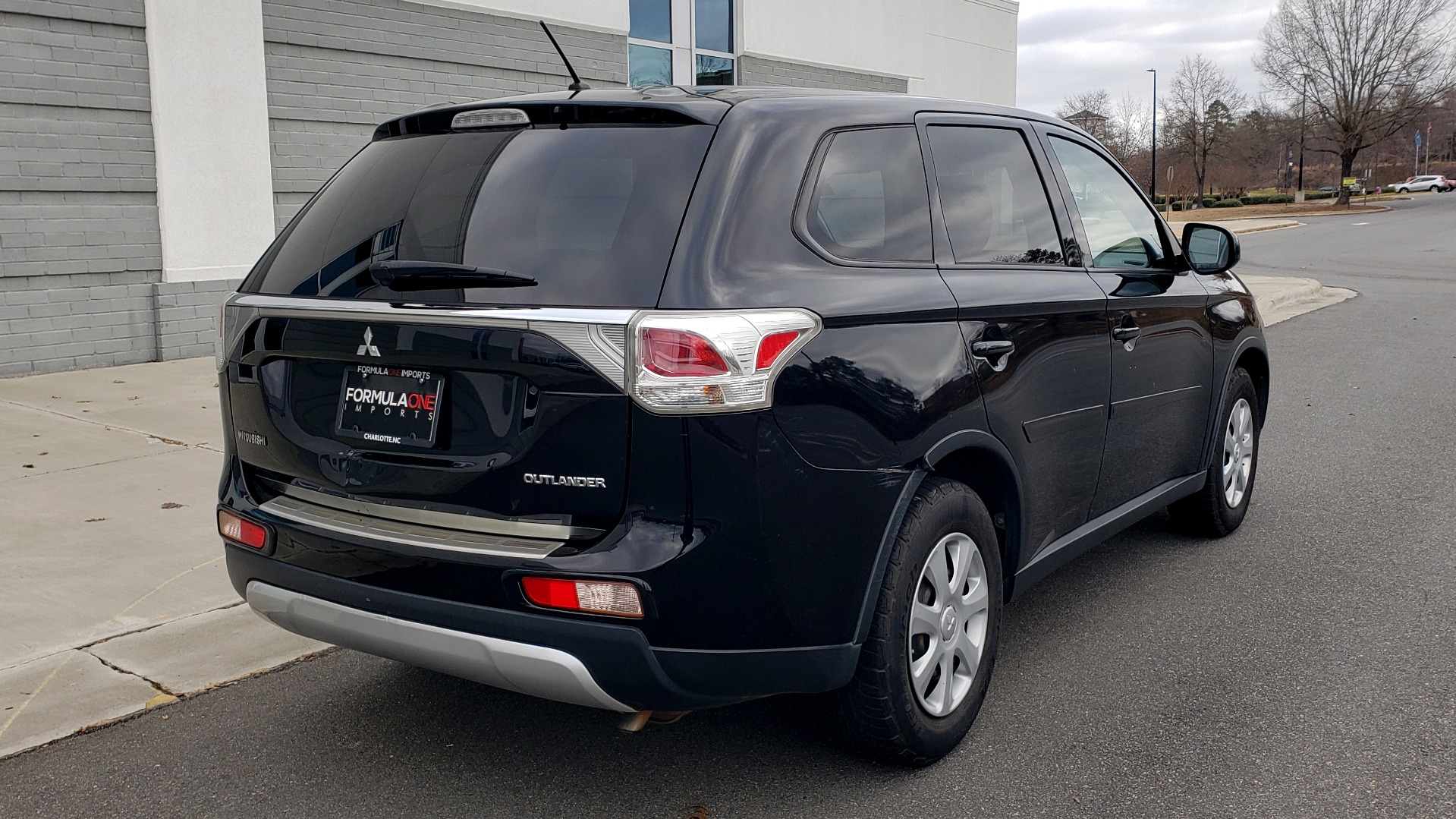 Used 2015 Mitsubishi OUTLANDER ES 2.4L SUV / CVT / FWD / KEYLESS ENTRY / 16-IN WHEELS for sale $12,995 at Formula Imports in Charlotte NC 28227 6