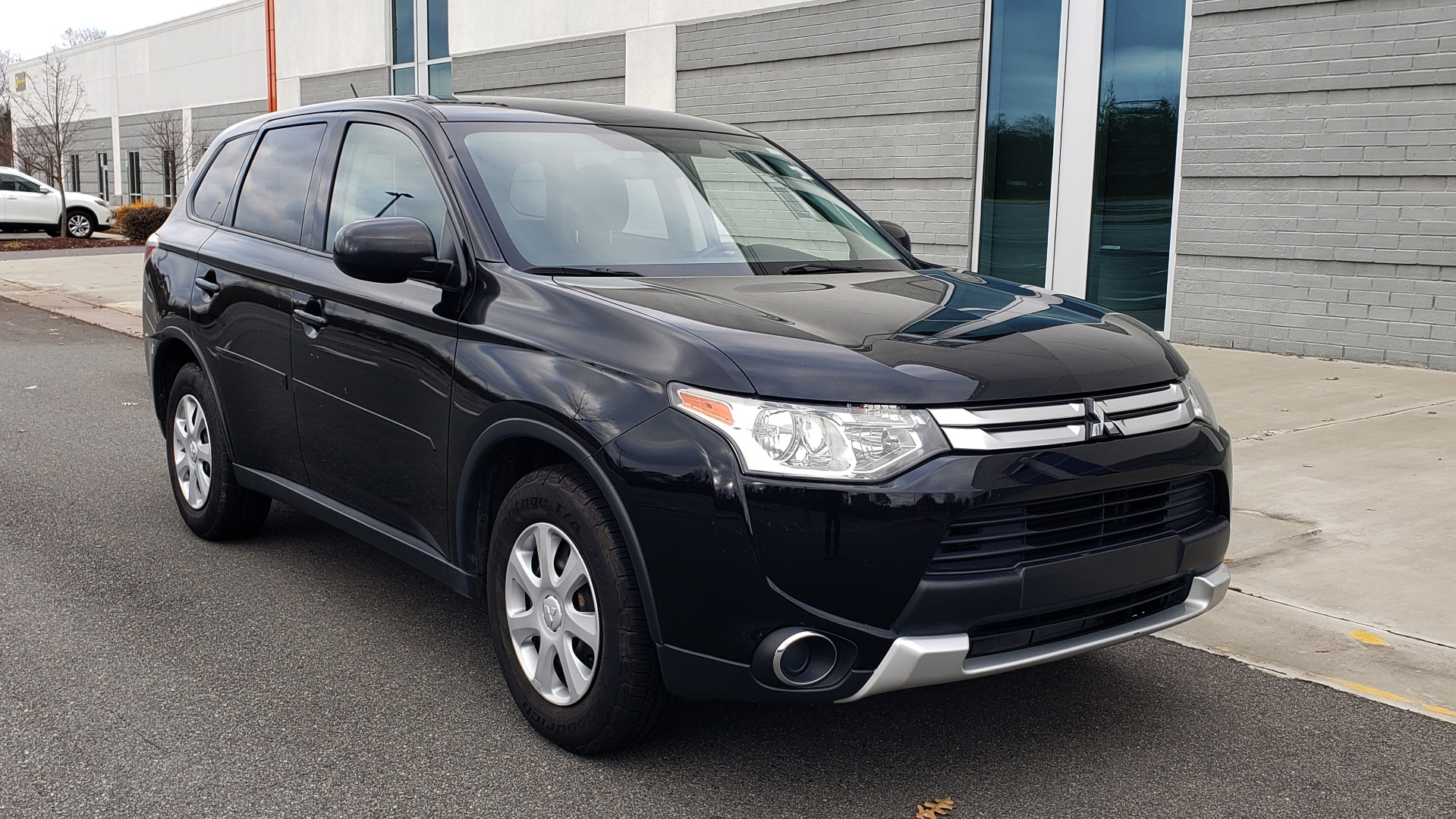 Used 2015 Mitsubishi OUTLANDER ES 2.4L SUV / CVT / FWD / KEYLESS ENTRY / 16-IN WHEELS for sale $12,995 at Formula Imports in Charlotte NC 28227 8