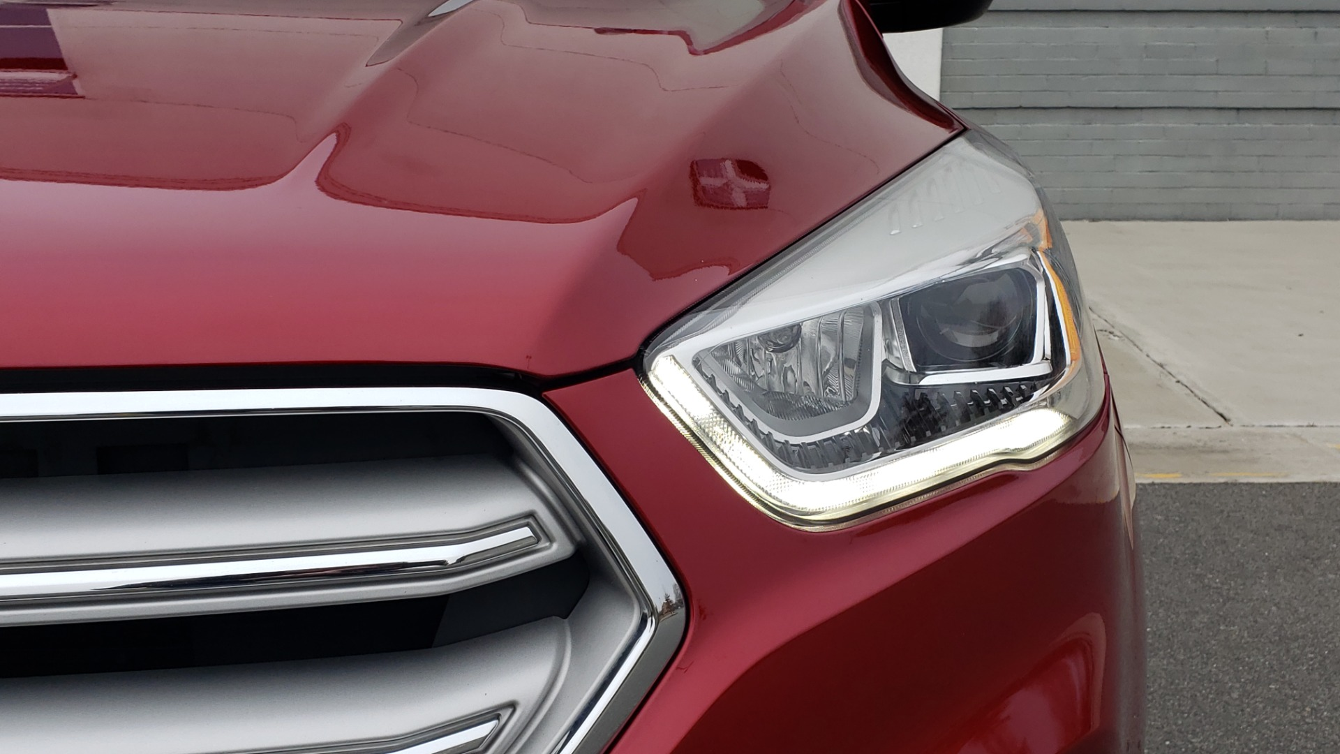 Used 2018 Ford ESCAPE SEL / FWD / 1.5L ECOBOOST / PANO-ROOF / REARVIEW for sale Sold at Formula Imports in Charlotte NC 28227 26