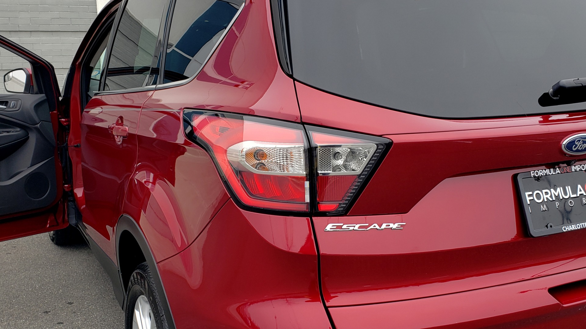 Used 2018 Ford ESCAPE SEL / FWD / 1.5L ECOBOOST / PANO-ROOF / REARVIEW for sale Sold at Formula Imports in Charlotte NC 28227 31