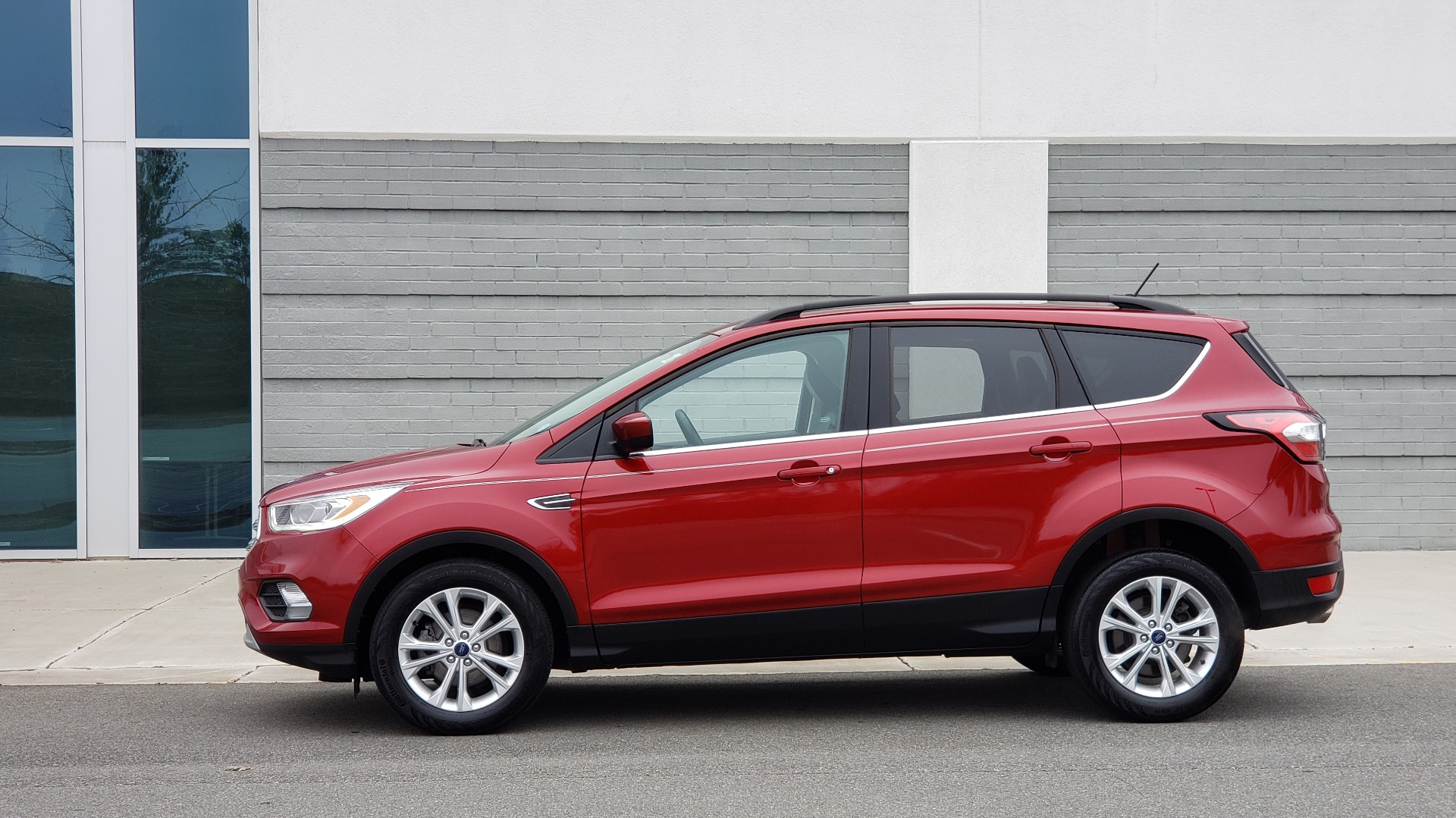 Used 2018 Ford ESCAPE SEL / FWD / 1.5L ECOBOOST / PANO-ROOF / REARVIEW for sale Sold at Formula Imports in Charlotte NC 28227 4