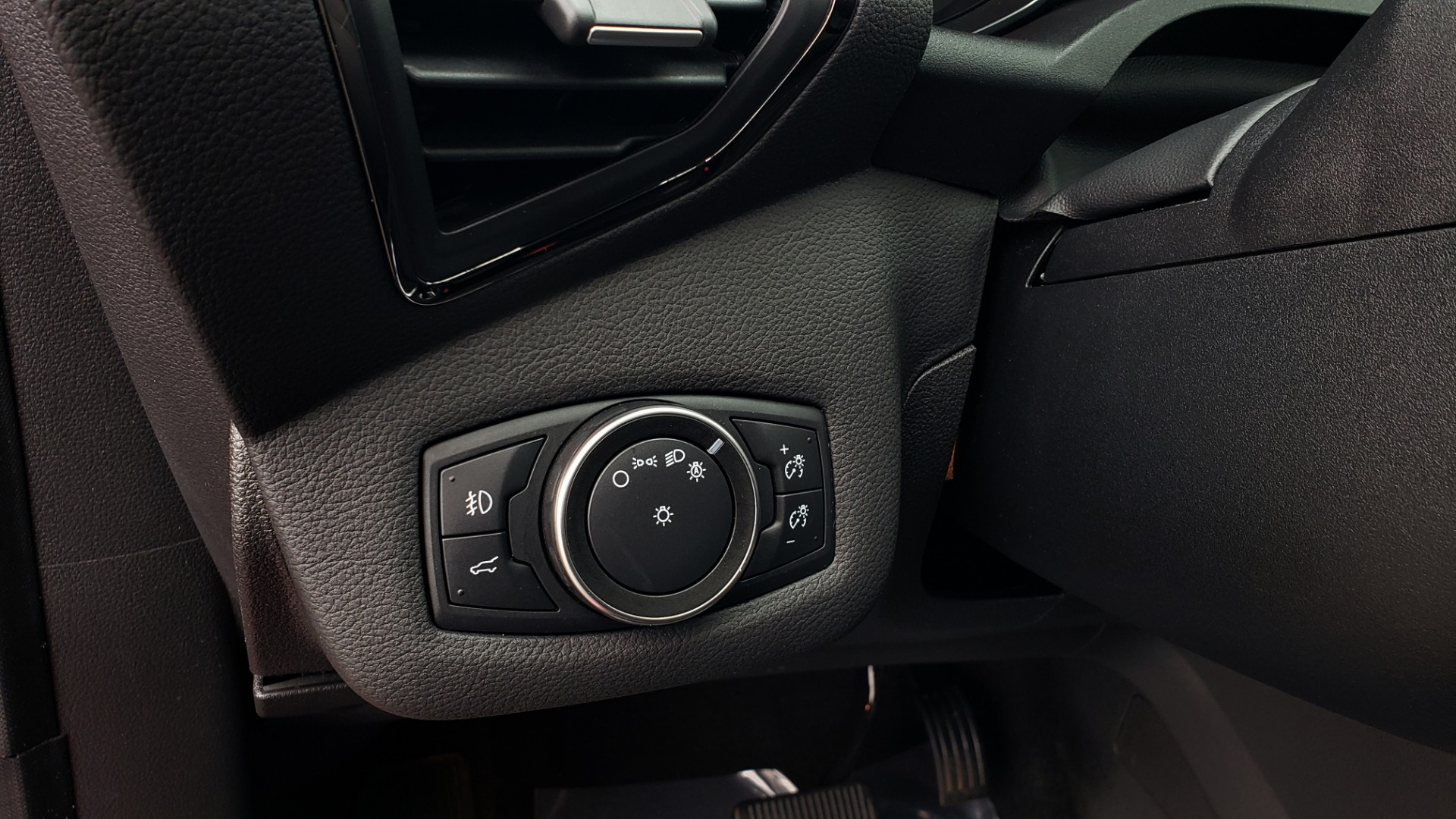 Used 2018 Ford ESCAPE SEL / FWD / 1.5L ECOBOOST / PANO-ROOF / REARVIEW for sale Sold at Formula Imports in Charlotte NC 28227 40