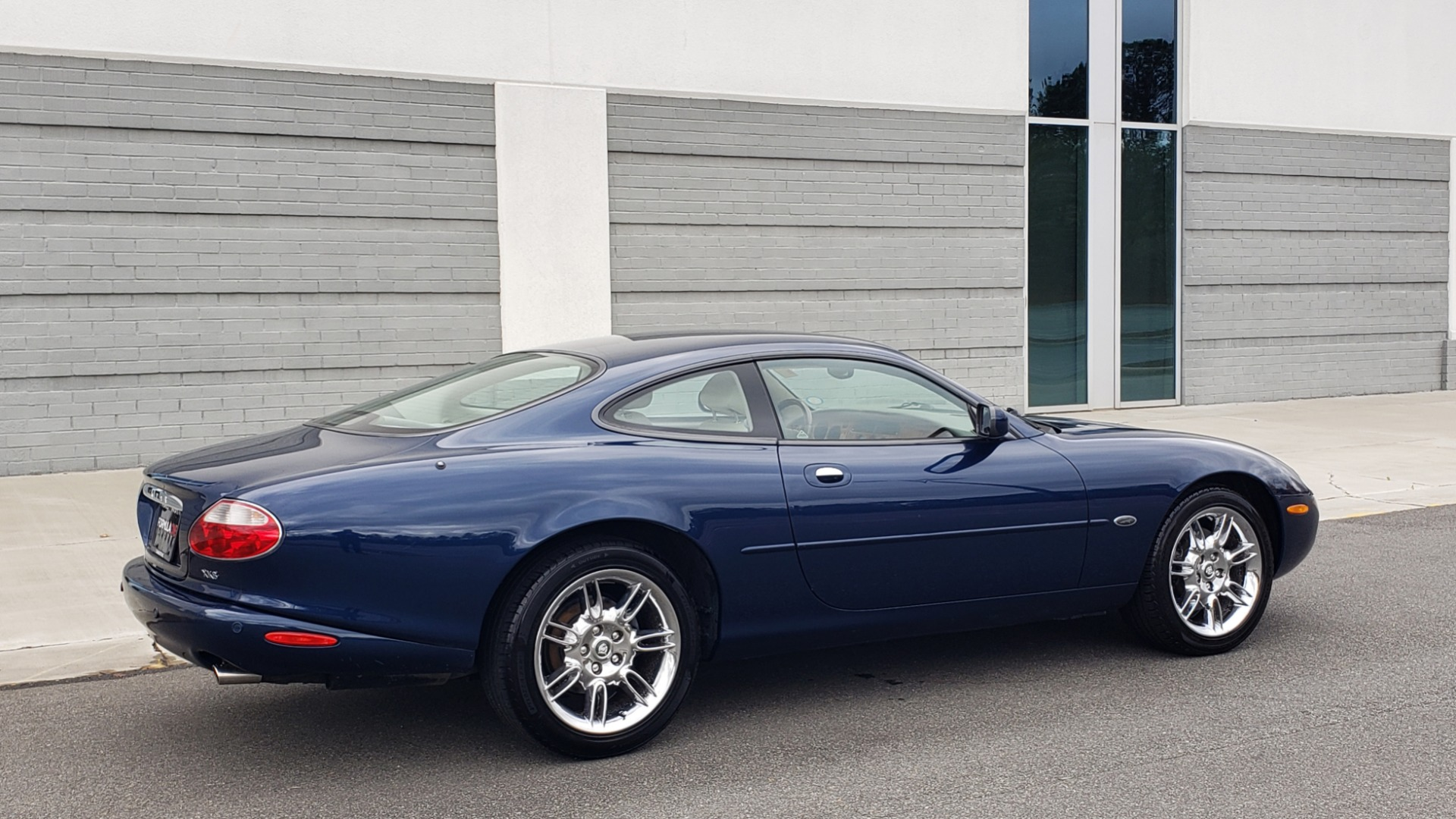 Used 2002 Jaguar XK8 COUPE / 4.0L V8 / 5-SPD AUTO / ALPINE SOUND / 18IN CHROME WHEELS for sale $16,450 at Formula Imports in Charlotte NC 28227 10